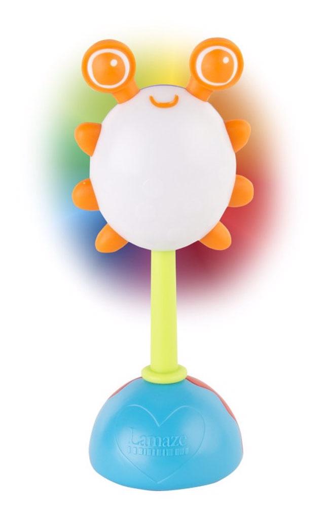 Tomy Развивающая игрушка Погремушка Жучок с радужной подсветкойLC27630Домашнее световое представление для малыша! Потрясите игрушку, и она начнет переливаться разными цветами радуги: зеленым, красным, синим. Игрушка весело гремит, привлекая внимание малыша, не режет слух. Жучок имеет глазки - прорезыватели для зубов, которые успокоят нежные десна малыша. Игрушку-погремушку удобно держать маленькими ручками.