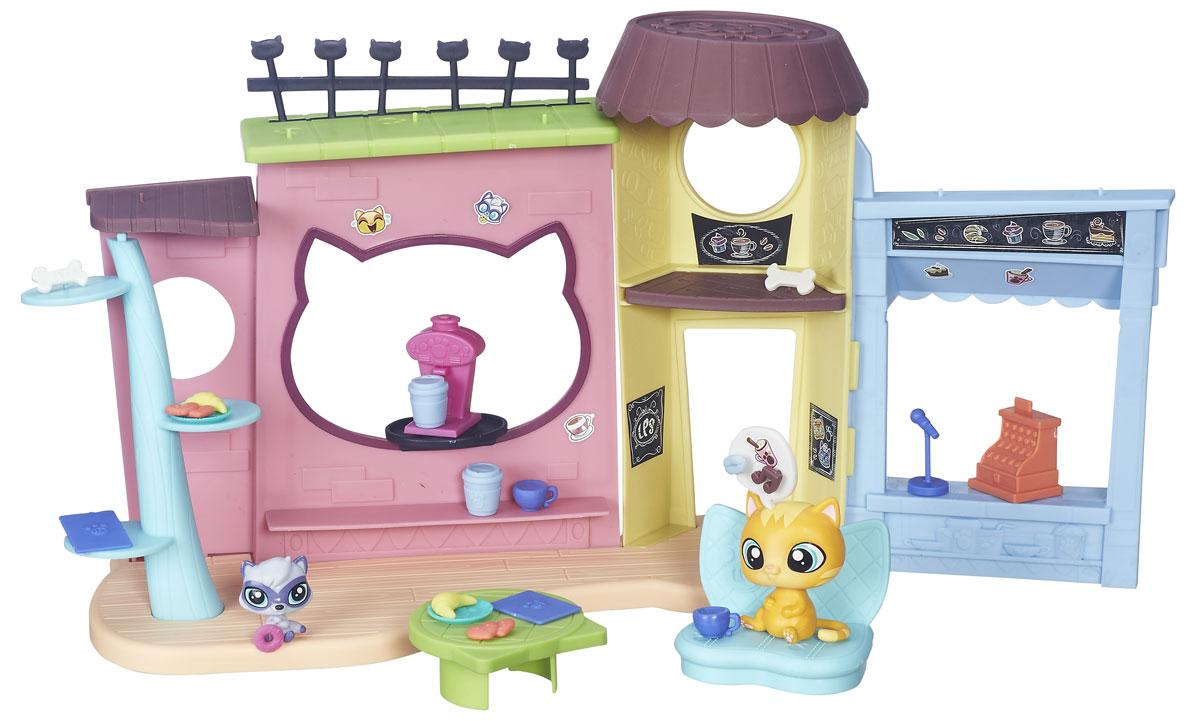 Littlest Pet Shop Игровой набор КафеB5479EU4Игровой набор Littlest Pet Shop Кафе - замечательный набор, предназначенный для увлекательной сюжетно-ролевой игры! Ребенок сможет почувствовать себя владельцем уютного кафе, встретить гостей - маленьких зверят, напоить их чаем и вкусно накормить. В комплект входит все необходимое, чтобы расположить и угостить посетителей - столик и диван, посуда и множество разнообразных аксессуаров. Также к набору прилагается лист с наклейками, с помощью которых ребенок сможет украсить кафе по своему вкусу.