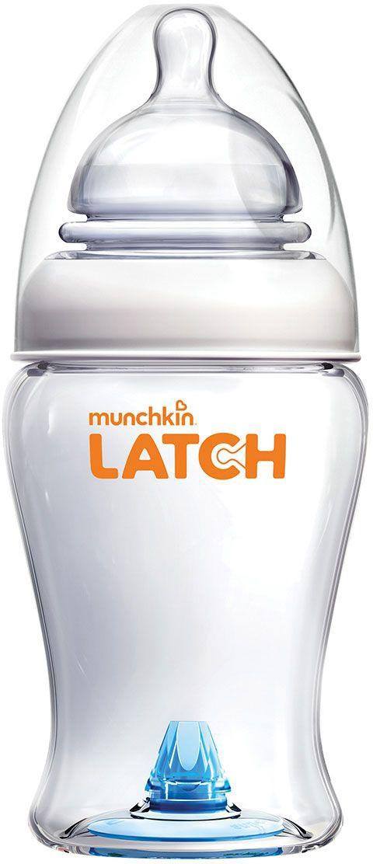 Munchkin Бутылочка от 0 месяцев 240 мл11628Бутылочка для кормления Munchkin Latch 240 мл Новейшая разработка от Munchkin ;- эргономичная антиколиковая бутылочка с соской, максимально повторяющей форму материнской груди. Особое гибкое основание соски, напоминающее гармошку, позволяет держать бутылочку под углом, при этом ребенок комфортно себя чувствует во время кормления даже при смене положения тела. Усовершенствованный захват;широкое основание и форма соски обеспечивает правильный захват соски ребенком, что препятствует заглатыванию воздуха и снижает вероятность возникновения коликов Имитация материнской груди;соска с подвижным гибким основанием (наподобие гармошки) сжимается и растягивается, помогая ребенку сосать в естественном ритме. Правильно распределенное давление в бутылочке и соске позволяет имитировать сосание материнской груди. Антиколиковый клапан, который расположен в дне бутылочки, предотвращает попадание пузырьков воздуха в смесь, тем самым снижая риск образования газов и кишечных колик у малыша. Не содержит...
