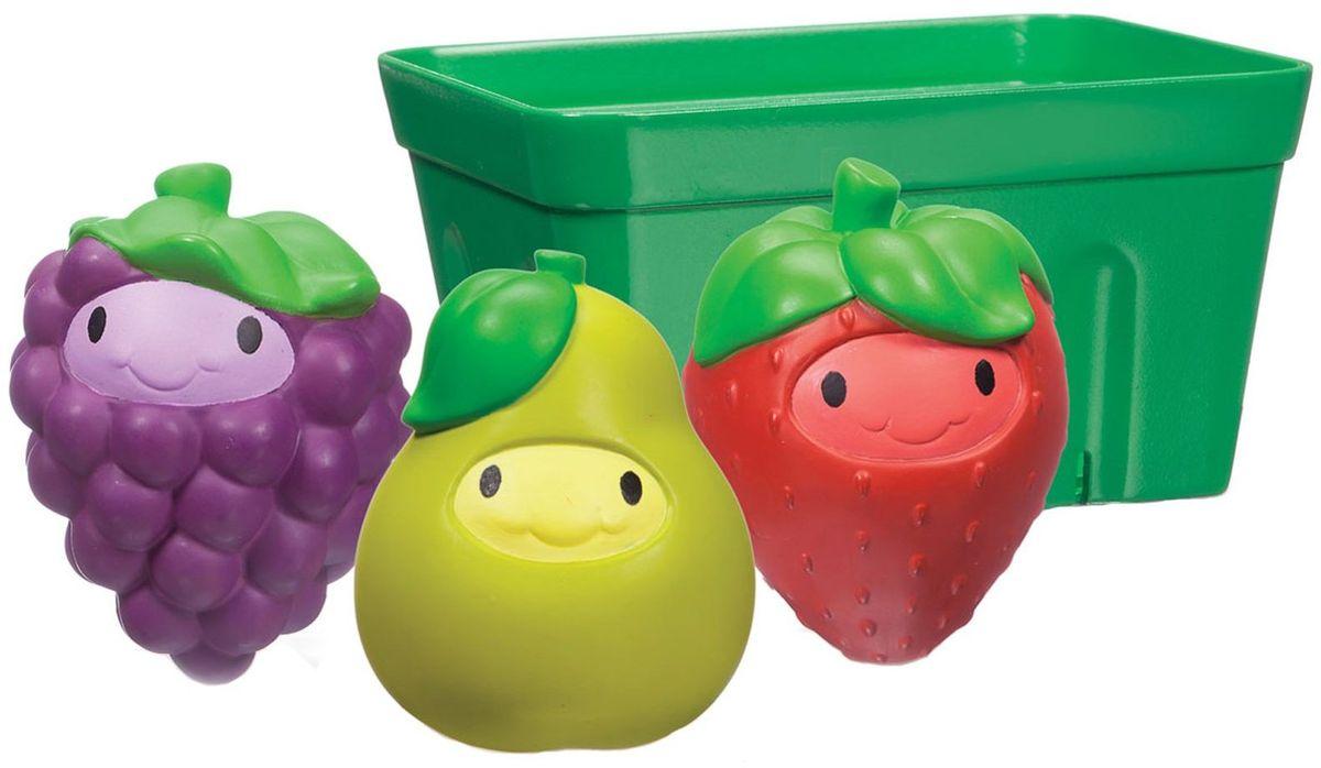 Munchkin Игрушка для ванной Фрукты в корзине11970Игрушки для ванны Munchkin Фрукты в корзине Играть с едой теперь можно и даже нужно, ведь это так весело! ;Три яркие игрушки-брызгалки в виде груши, клубники и виноградинки разнообразят купание малыша и позволят ему придумывать различные увлекательные игры в ванной. Все игрушки складываются в специальную корзинку для аккуратного компактного хранения. - развивает мелкую моторику рук, творческое мышление - подходит для малышей с 9-ти месяцев - дает ребенку первые представления о формах, свойствах и цветах предметов - удобная форма игрушек адаптирована для детских ручек - не содержит Бисфенол-А - в комплекте: корзинка, клубника, груша, виноград
