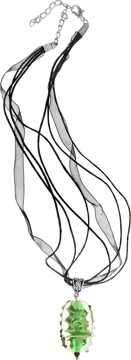 Кулон Знак зодиака - Весы (Стекло, металл) - Авторская работаPD0150Высота кулона 4 см, ширина 2,5 см. Материал: Стекло, металл, кристаллы. Цвет: Зеленый, желтый. Автор: Ольга Букина. Элегантный кулон со знаком Зодиака Весы - стихия воздуха, кулон выполнен в сочном зеленом цвете, знак Весов выполнен светло-зеленым, неоновым цветом. Рожденная под знаком Весов - сама элегантность. Она в восторге от красивых вещей, но они не самоцель для нее. Она чувствительна, вулкан эмоций. Женщина-Весы чрезвычайно привлекательна, главное для нее - любовь. Она способна улучшить реальность любого человека и превратить в приличный дом любую трущобу. Это украшение - очень необычная вещь, к которым так тянутся Весы.