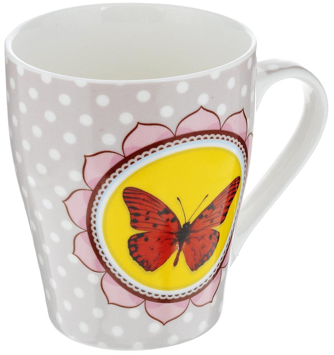 Кружка Loraine Бабочка, цвет: розовый, желтый, красный, 340 мл24453Оригинальная кружка Loraine Бабочка выполнена из высококачественного костяного фарфора и оформлена красочным рисунком. Она станет отличным дополнением к сервировке семейного стола и замечательным подарком для ваших родных и друзей. Объем кружки: 340 мл. Диаметр кружки (по верхнему краю): 8 см. Высота кружки: 10 см.