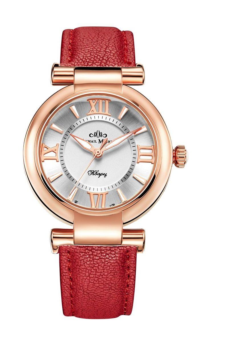 Часы наручные женские Mikhail Moskvin Каприз, цвет: золотой. 1148A3L1/31148A3L1/3Эти часы вызывают неизменное восхищение классической красотой дизайна и уникальной философией, суть которой заключается в желании сохранить ценности, проверенные временем. Круглый золотистый корпус диаметром 36 мм и красный ремень изготовлены из материалов высокого качества. Элегантность корпуса дополняется стильным серебристым циферблатом с золотистой римской оцифровкой и широкими стрелками с белым заполнением. Часы оснащены японским кварцевым механизмом. Срок службы элемента питания 2 года. Задняя крышка изготовлена из высокотехнологичной нержавеющей стали. Минеральное стекло обеспечивает устойчивость к царапинам. Ремень фиксирует на запястье элегантная застежка - признак комфорта и надежности. В результате получилась модель, сочетающая повседневное удобство и вневременную элегантность.