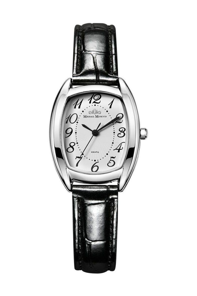 Часы наручные женские Mikhail Moskvin Каприз, цвет: серебристый. 557-1-5557-1-5Утонченность модели выражена в плавных линиях граней изящного корпуса, шириной 28 мм. Нарочитая простота стиля, классический дизайн притягивают взоры, как произведения искусства. Полированный корпус покрыт методом ионного напыления высококачественной стали. На белом, гильошированном в центре, циферблате черные изящные арабские цифры дополнены круглыми индексами минутной дорожки. Черные стрелки служат легкой ориентации. Угличские часовщики оснащают часы высокоточным кварцевым механизмом производства фирмы Seiko Epson (Япония). Срок службы элемента питания 2 года. Утонченность линии ушек подхватывает черный ремень с удобной застежкой.