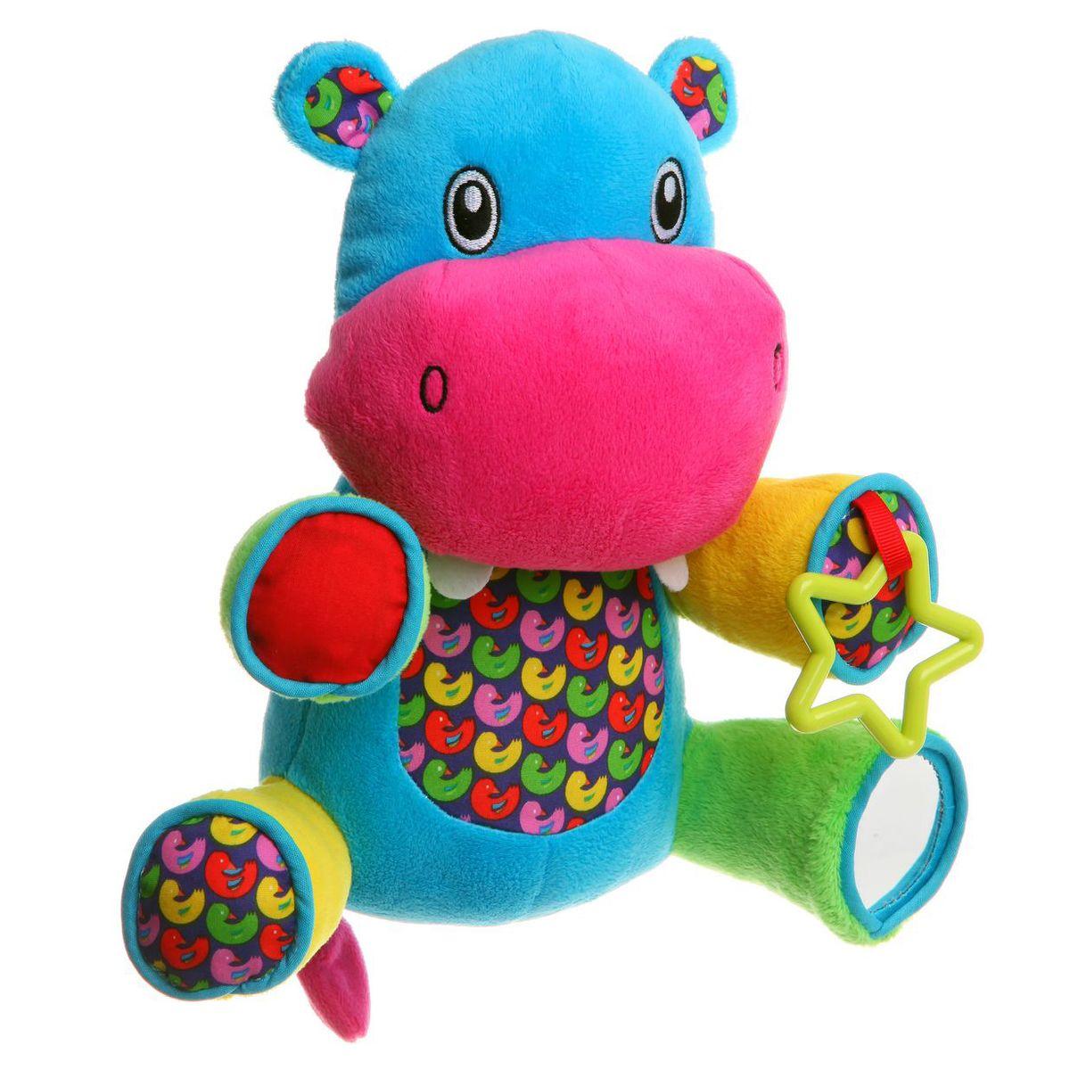 Bondibon Мягкая развивающая игрушка БегемотВВ1282Мягкие развивающие игрушки становятся для малышей первым источником информации об окружающем мире. С их помощью ребенок учится различать цвета, отличать на ощупь различную фактуру поверхностей. Игрушка Бегемот поможет вашему ребенку получить первые необычные ощущения: левая нижняя лапка служит погремушкой и издает звук, если ее потрясти. На правой нижней лапке расположено безопасное зеркало, а на левой верхней – игрушечная пластиковая звезда.