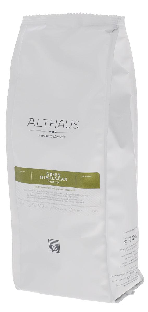 Althaus Green Himalajian зеленый листовой чай, 250 гTALTHL-L00101Althaus Green Himalajian — необыкновенно приятный, ароматный зеленый индийский чай, который собирается в садах Дарджилинга в предгорьях туманных Гималаев. Из-за резких перепадов температур чайные листочки растут здесь особенно медленно, благодаря чему накапливают в себе большое количество полезных веществ. А в процессе обработки данный вид чая в отличие от других сортов не скручивается. Этими двумя особенностями и объясняется характерное своеобразие Грин Гималайан — его легкость, необыкновенно ясный простой вкус и изысканно-тонкий букет. Первый глоток раскрывает перед вами яркую и насыщенную зеленую ноту, ее дополняет очень теплый, слегка сладковатый весенний аромат, который напоминает запах свежескошенной травы и горного леса. Золотистый настой обладает полным цветочным вкусом, легкой терпкостью и ощутимой освежающей кислинкой в послевкусии. Оптимальная температура заваривания: 80°С. Температура воды: 80-90 °С Время заваривания: 2-3...