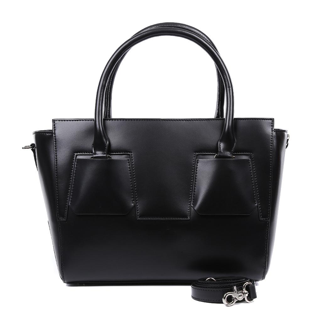 Сумка женская Leo Ventoni, цвет: черный. 2300444623004446-neroЭлегантная сумка от итальянского бренда Leo Ventoni выполнена из натуральной плотной кожи, которая держит форму и имеет невероятно мягкую фактуру. Классический черный цвет, элегантные геометрические вставки и фурнитура в цвете никель придадут вашему образу нотки изысканности и подчеркнут неповторимый стиль. Сумка имеет одно вместительное отделение, которое разделено на два отсека карманом на молнии. Внутри сумки вы с легкостью сможете расположить свой сотовый телефон и другие женские мелочи с помощью удобных и вместительных карманов. Модель не вмещает формат A4, в комплекте имеется наплечный ремень, с помощью которого аксессуар можно носить на плече.