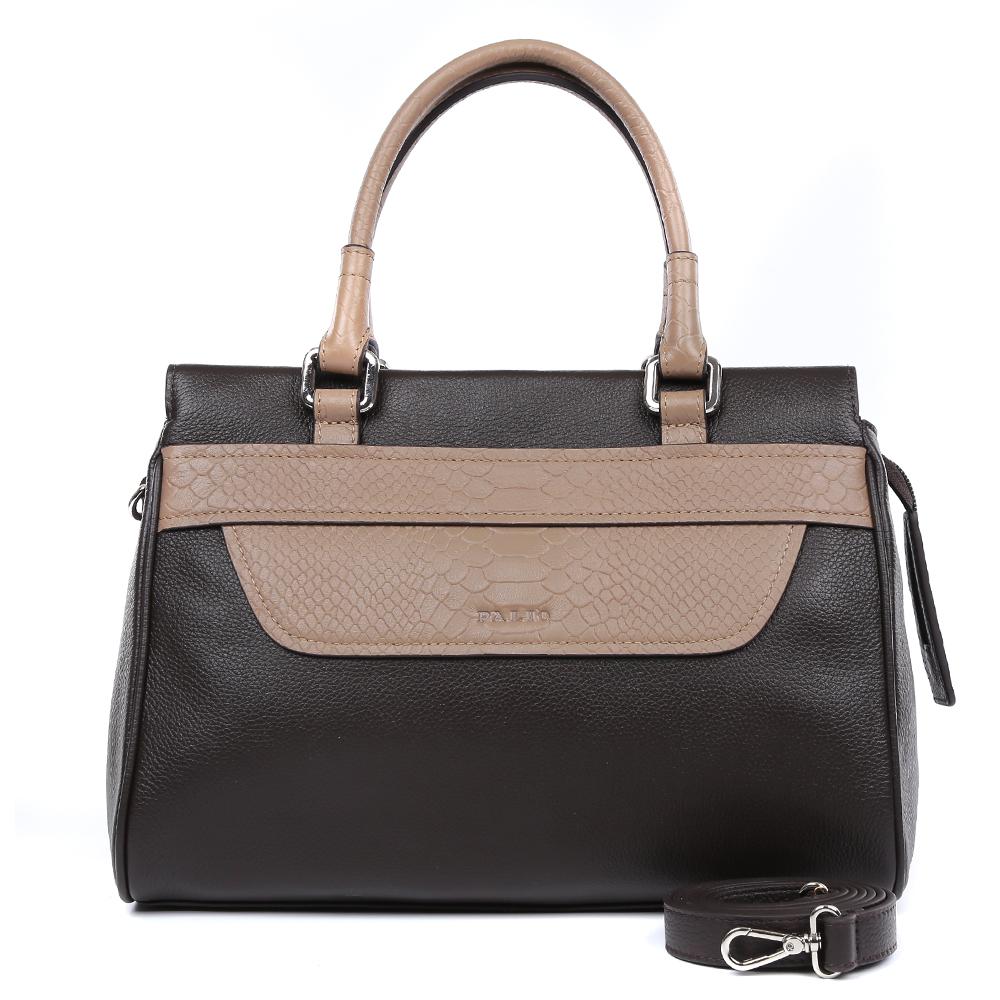 Сумка женская Palio, цвет: коричневый. 14470AR-W1-778/21414470AR-W1-778/214 brownЖенская сумка от итальянского бренда Palio выполнена из натуральной кожи, которая имеет плотную и приятную на ощупь фактуру. Классический черный цвет в сочетании с бежевым оттенком дополнят любой современный образ. Элегантная вставка под рептилию придает аксессуару невероятную стильность и актуальность в нынешнем сезоне. Внутри вы сможете расположить жеские мелочи и сотовый телефон с помощью удобных карманов. Аксессуар очень компактен, не вмещает формат А4, в комплекте имеется удобный наплечный ремень. Фурнитура- серебро.