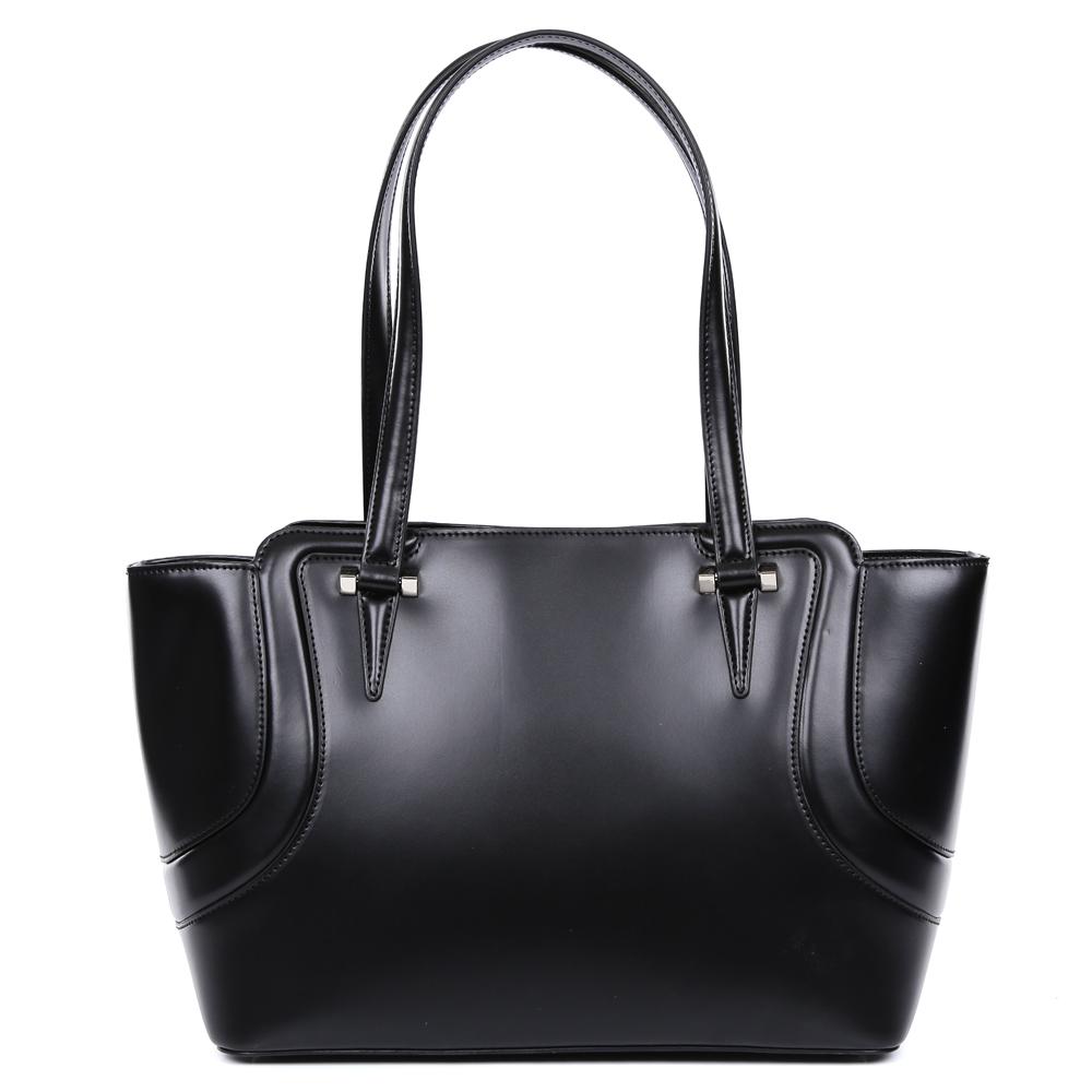 Сумка женская Leo Ventoni, цвет: черный. 2300443523004435-neroКлассическая сумка от итальянского бренда Leo Ventoni выполнена из натуральной плотной кожи, которая держит форму и имеет невероятно мягкую и гладкую фактуру. Классический черный цвет, элегантная фурнитура, выполненная в серебряном цвете и стильные кожаные поводки придадут вашему образу нотки изысканности, а также подчеркнут ваш неповторимый вкус. Сумка имеет одно вместительное отделение, которое закрывается на молнию. Внутри сумки вы с легкостью сможете расположить свой сотовый телефон и другие женские мелочи с помощью удобных и вместительных карманов. Модель вмещает формат A4.