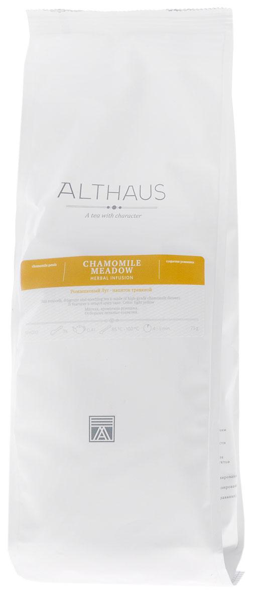 Althaus Chamomile Meadow травяной листовой чай, 75 гTALTHG-L00065Althaus Ромашковый Луг – это сбор мягких ароматных соцветий ромашки высшего качества. Благодаря своему тонкому вкусу напиток превосходно утоляет жажду. При заваривании полупрозрачные цветочные лепестки раскрываются в настое, придавая ему выразительный сладковато-травянистый аромат с легкой терпкостью, напоминающий запах ранних яблок. Вкус напитка свежий, пряный, с доминирующими цветочными тонами, едва заметной кислинкой и минеральным оттенком. Ромашка служит универсальным лекарственным средством с давних времен. О целебных свойствах этого цветка знали еще в Древнем Египте. Особой популярностью растение пользовалось в Европе. В Англии ромашковый чай является традиционным домашним средством от всех болезней. Напиток из ромашки богат витамином C, но при этом не содержит кофеина, он оказывает антистрессовое и общеукрепляющее воздействие. Althaus Ромашковый Луг с типичным терпким цветочным привкусом и мягким ароматом прекрасно...