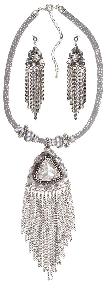 Комплект Стелла: колье и серьги-пусеты. Крупные прозрачные кристаллы, шнурок из искусственной замши, бижутерный сплав серебряного тона. Гонконг, 2000-е гг.FH32188Комплект Стелла: колье и серьги-пусеты. Крупные прозрачные кристаллы, шнурок из искусственной замши, бижутерный сплав серебряного тона. Гонконг, 2000-е гг. Размер: Ожерелье: длина 40 - 48 см, регулируется за счет застежки-цепочки. Серьги: 11.0 x 3.0 см. Сохранность отличная, изделие новое.