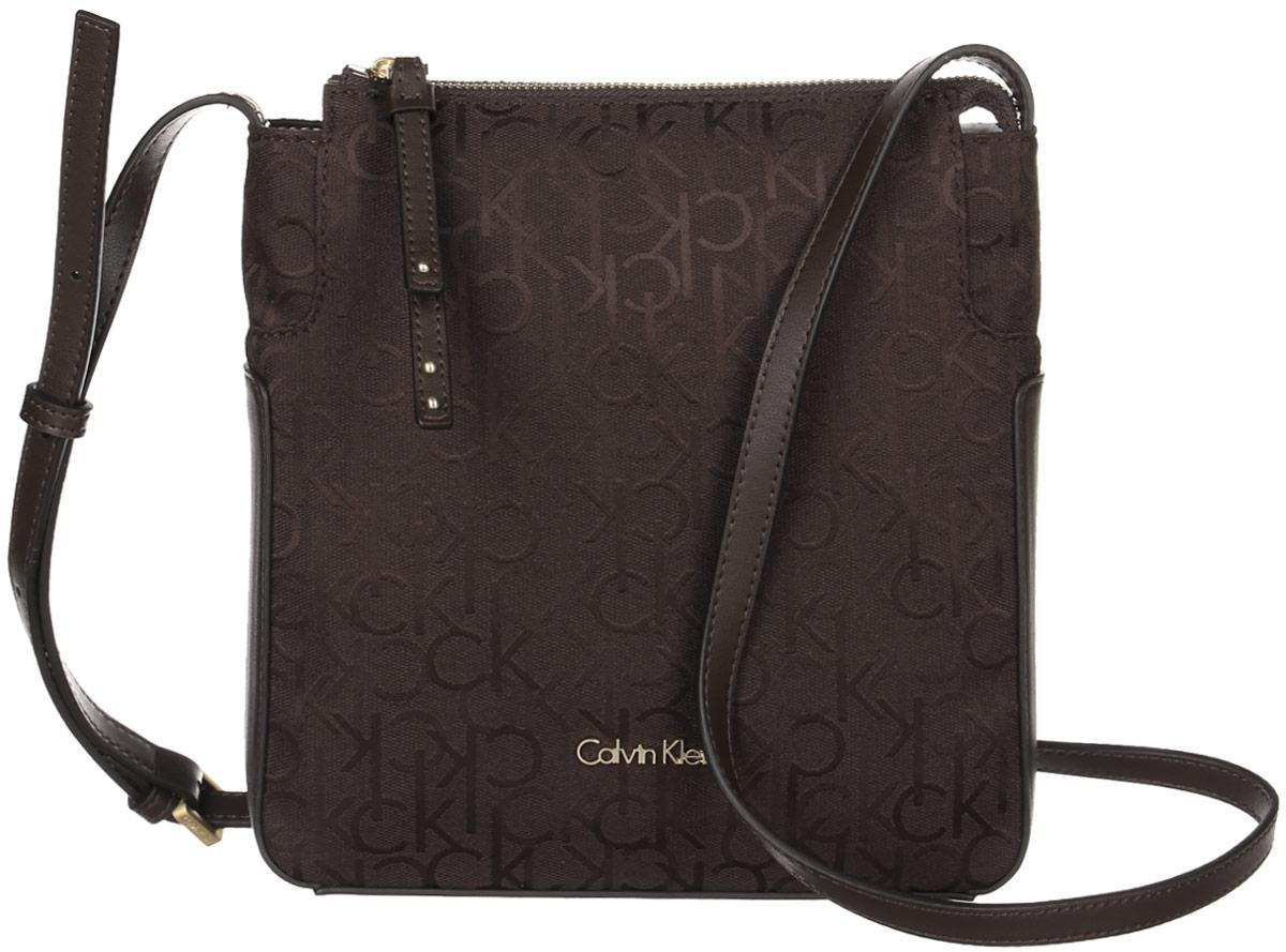 Сумка женская Calvin Klein Jeans, цвет: коричневый. K60K602236_2250K60K602236_2250Стильная сумка Calvin Klein не оставит вас равнодушной благодаря своему дизайну и практичности. Она изготовлена из качественного хлопка с элементами из искусственной кожи и оформлена фирменным принтом. Лицевая часть оформлена металлической пластинкой с названием бренда. Сумка оснащена удобным плечевым ремнем, длина которого регулируется с помощью пряжки. Изделие закрывается на удобную молнию. Внутри расположено главное отделение, которое содержит открытый накладной карман для мелочей. Такая удобная и модная сумка станет незаменимой вещью в вашем гардеробе.