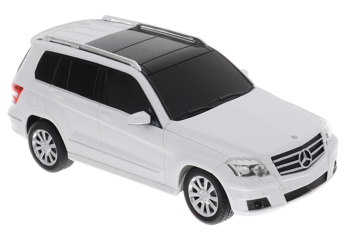 Rastar Радиоуправляемая модель Mercedes-Benz GLK-Class цвет белый масштаб 1:2432100_белыйРадиоуправляемая модель Rastar Mercedes-Benz GLK-Class является точной копией автомобиля Mercedes в масштабе 1/24. Модель обязательно вызовет интерес, как у детей, так и у взрослых. Модель автомобиля изготовлена из высококачественного пластика, шины выполнены из мягкой резины. Управление игрушкой происходит при помощи удобного пульта. Пульт управления работает на частоте 27 MHz. Автомобиль может перемещаться вперед-назад, поворачивать налево-направо, останавливаться. Изделие оснащено световыми эффектами. Ваш ребенок увлеченно будет играть с моделью, придумывая различные истории и устраивая соревнования. Порадуйте его таким замечательным подарком! Для работы автомобиля требуются 3 батарейки напряжением 1,5V типа АА (не входят в комплект). Для работы пульта управления требуются 2 батарейки напряжением 1,5V типа АА (не входят в комплект).