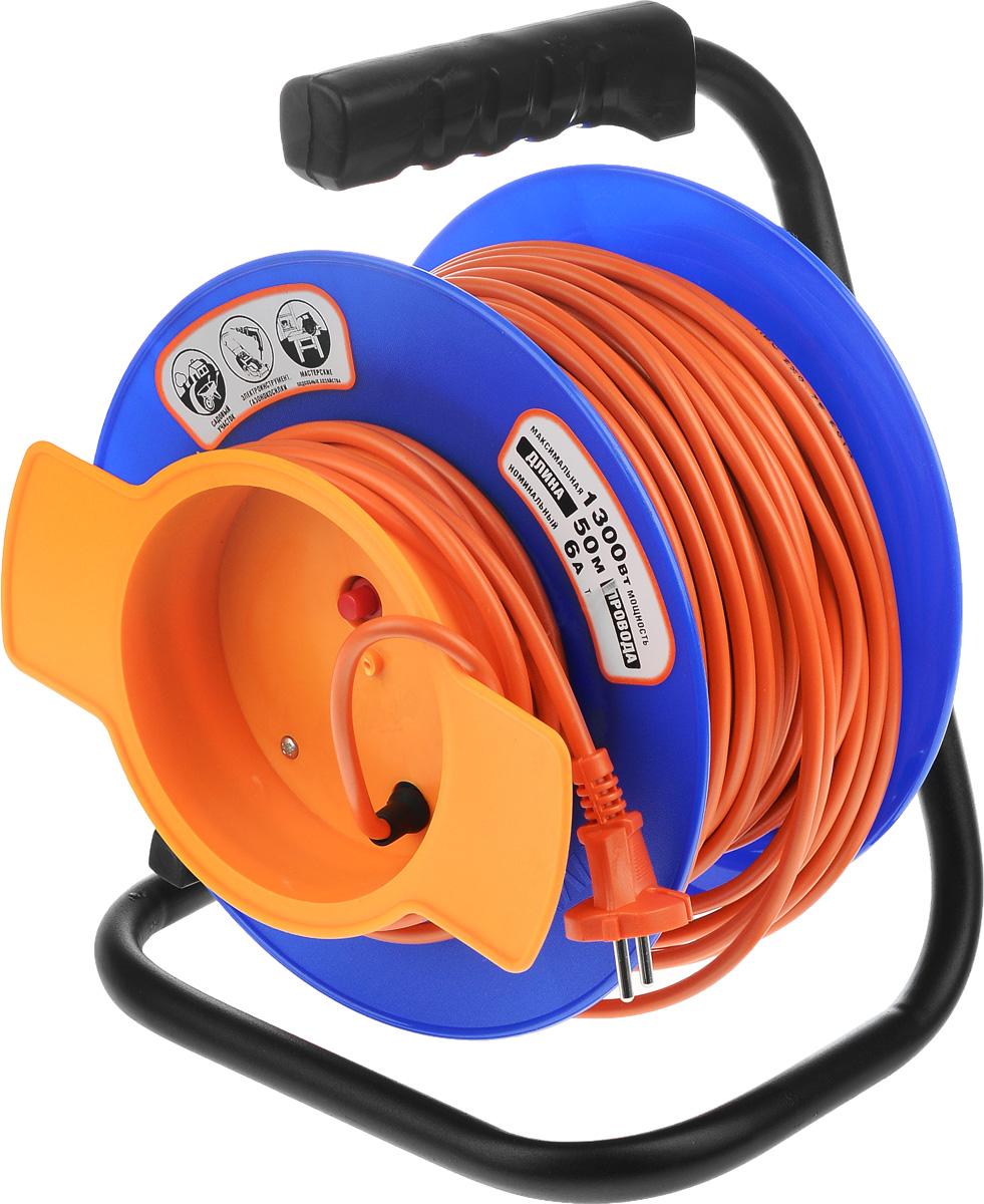 Удлинитель UNIVersal, на катушке, без заземления, цвет: оранжевый, синий, длина 50 м9633260_синий, оранжевыйУдлинитель на катушке UNIVersal предназначен для подключения одного электроприбора. Будет полезен в гараже, на приусадебном участке, при проведении строительных, ремонтных и монтажных работ. Идеален для подключения газонокосилок, у которых предусмотрен короткий сетевой провод и фиксатор для соединения кабелей инструмента и удлинителя. Длина кабеля 50 метров позволит проводить необходимые работы на значительном расстоянии от источника питания. Рассчитан на напряжение 220 Вт. Быстро сматывается/разматывается, экономя время оператора, удобен в хранении. Провод с поливинилхлоридной изоляцией обеспечивает надежность и безопасность работы. Провод: ПВС 2 х 0,75 мм.
