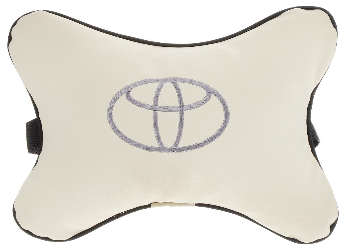 Подушка автомобильная Autoparts Toyota, на подголовник, цвет: бежевый, черный, 30 х 20 смМ13_бежевыйАвтомобильная подушка Autoparts Toyota, выполненная из экокожи с мягким наполнителем из холлофайбера, снимает усталость с шейных мышц, обеспечивает правильное положение головы и амортизирует нагрузки на шейные позвонки при резком маневрировании. Ее можно зафиксировать на подголовнике с помощью регулируемого по длине ремня. На изделии имеется молния, с помощью которой вы с легкостью сможете поменять наполнитель. Если ваши пассажиры захотят вздремнуть, то подушка под голову окажется очень кстати и поможет расслабиться.