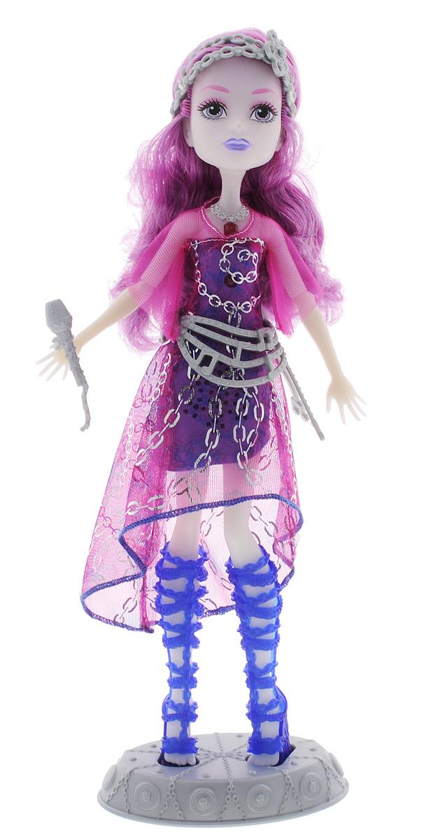 Monster High Кукла озвученная Эри ХонтингтонDYP01Эта кукла Ari Hauntington из полнометражного мультфильма «Добро пожаловать в Школу Монстров» совсем как неживая! В фильме в самом разгаре идет празднование начала учебного года, как вдруг перед учениками появляется новая героиня Ari Hauntington, дочь Привидения! Разыграйте ее выступление точь-в-точь как в мультфильме! Внутри у куклы спрятан сенсор, который чувствует ваше приближение. Одета она в лиловое платье, а на поясе, голове и сандалиях — серебристая цепочка. В комплект входит подставка для куклы и микрофон, который она удерживает в руке. Воссоздайте любимые сценки и спойте зловещую песню вместе с новой героиней Monster High. В наборе: кукла Ari Hauntington в модном наряде с аксессуарами и светомузыкальный прибор, контролируемый вручную. Кукле требуется подставка. Цвета и украшения могут отличаться.