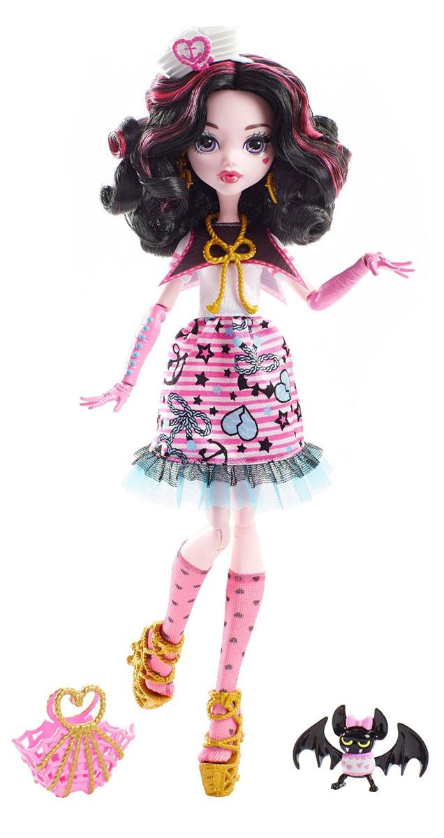 Monster High Кукла Пиратская авантюра ДракулаураDTV88_DTV90В новой серии Пиратская авантюра герои Monster High отправляются в опасное плавание. Кукла Monster High Дракулаура - дочь Дракулы, одета в черно-розовое платье с сердечками и якорями. На ногах куклы - розовые гольфы с черными сердечками и золотистые босоножки. Завершают стильный образ зловещей модницы сережки и ожерелье с морской тематикой. Шикарные длинные волосы куклы можно расчесывать. К кукле прилагается сумка для морских находок. Вашей малышке понравится воссоздавать сцены или разыгрывать с куклой сюжеты собственных историй. Руки, ноги и колени у куклы шарнирные, это позволяет придать разнообразные позы. Порадуйте поклонницу Монстер Хай удивительной новинкой в мире Школы Монстров, подарив ей эту замечательную куколку.