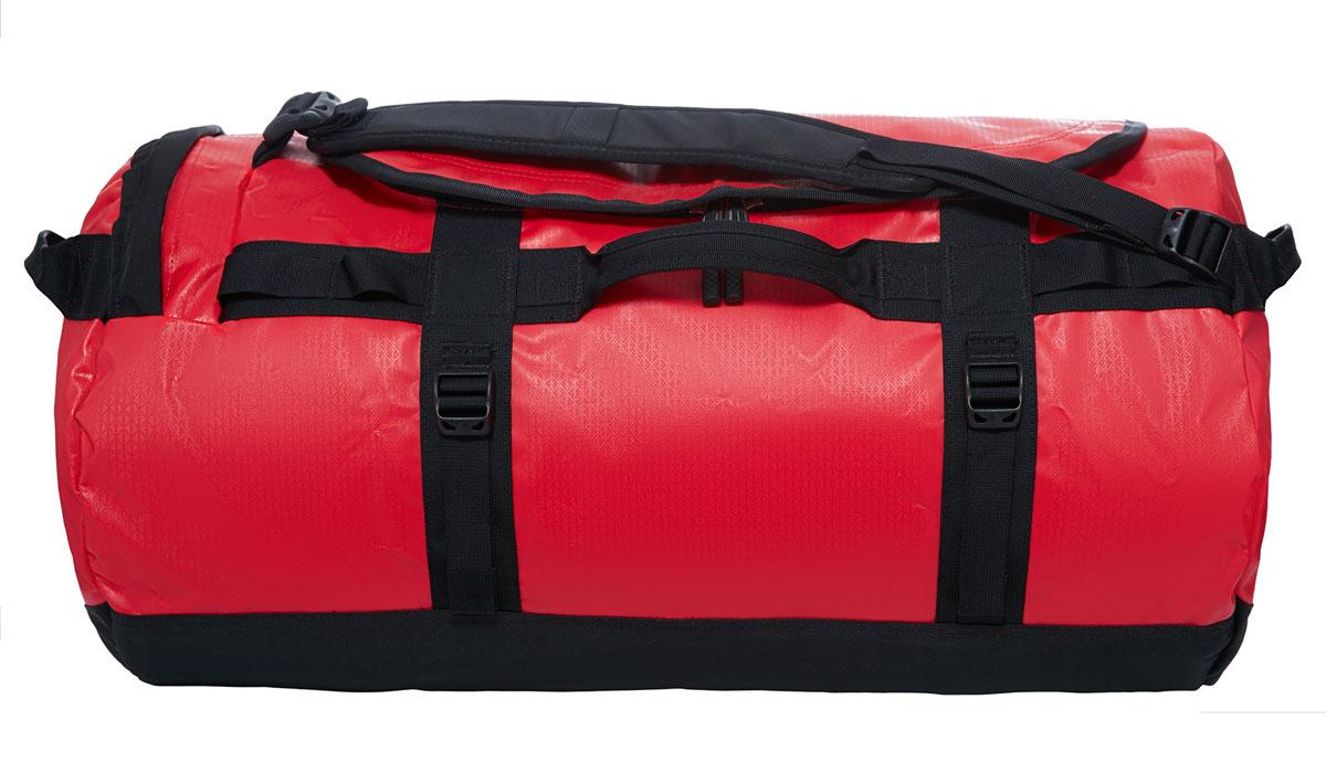 Сумка дорожная The North Face Base Camp Duffel, цвет: красный. T0CWW2KZ3, 69 лT0CWW2KZ3Наш уникальный невероятно прочный баул для экспедиций, покоривший сердца поклонников в разных странах мира, теперь стал еще лучше! Емкость 69 литров позволяет упаковать всю нужную одежду и снаряжение. Усовершенствованные эргономичные плечевые лямки препятствуют перекручиванию изделия, предоставляя комфорт в течение длительного времени, а новые боковые ручки с наполнителем позволяют носить изделие как на плече, так и в руках. В боковом кармане на молнии можно разместить телефон и документы для легкого доступа в пути, а конструкция из прочного ламинированного баллистического нейлона обеспечит надежность в любой ситуации.