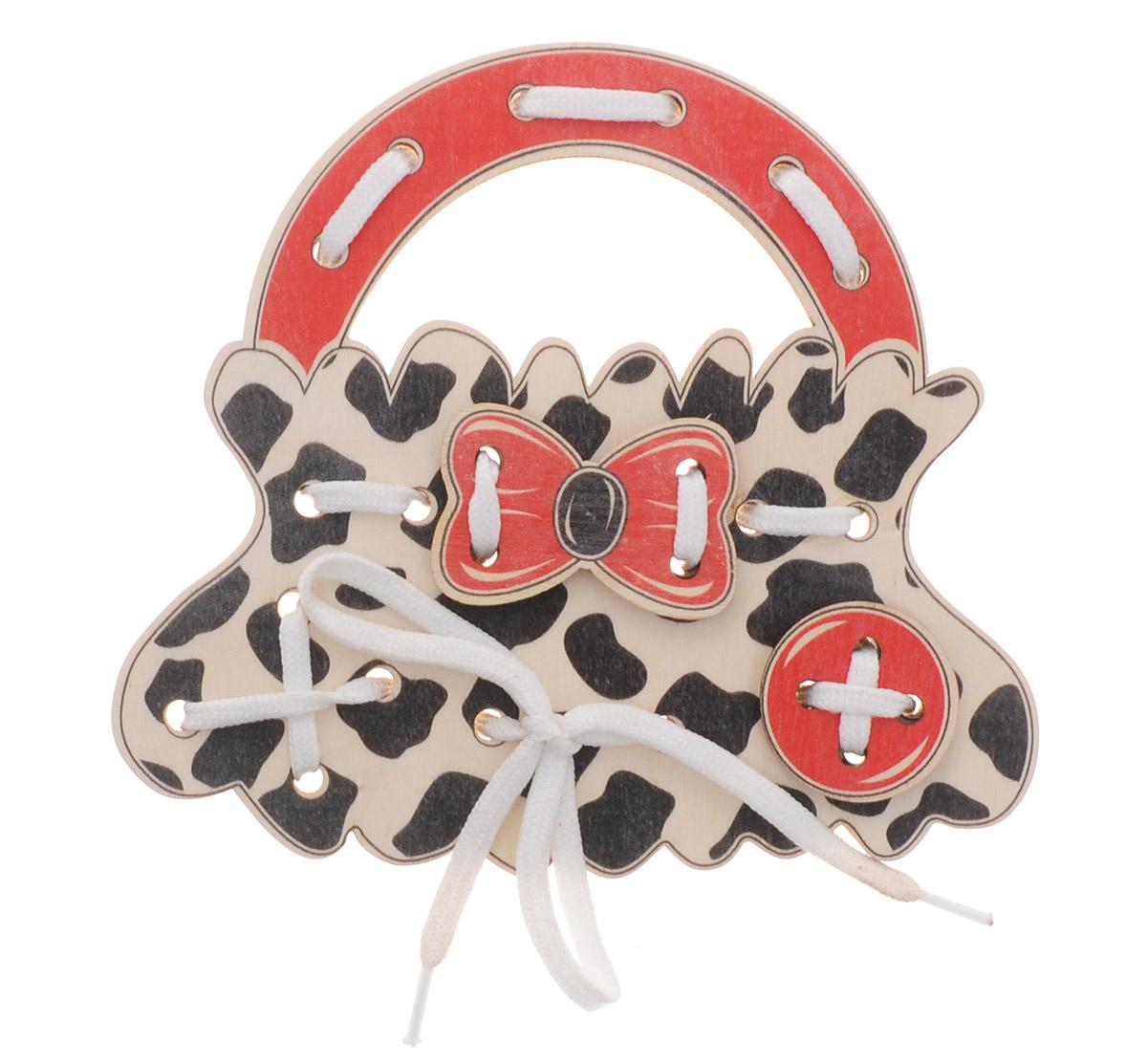 Развивающие деревянные игрушки Шнуровка Сумочка ДалматинецД473аШнуровка Развивающие деревянные игрушки Далматинец выполнена в виде сумочки для маленьких модниц. Играя с этой шнуровкой, ребенок научится шнуровать и завязывать шнурочки на бантик. Игрушка поможет ребенку развить воображение, научиться компоновать и привязывать различные элементы друг к другу, создавая свой модный детский аксессуар. Шнуровка - незаменимая игрушка для развития мелкой моторики, логики и воображения. А шнуровка в виде веселой игры станет для ребенка самым любимым развлечением.