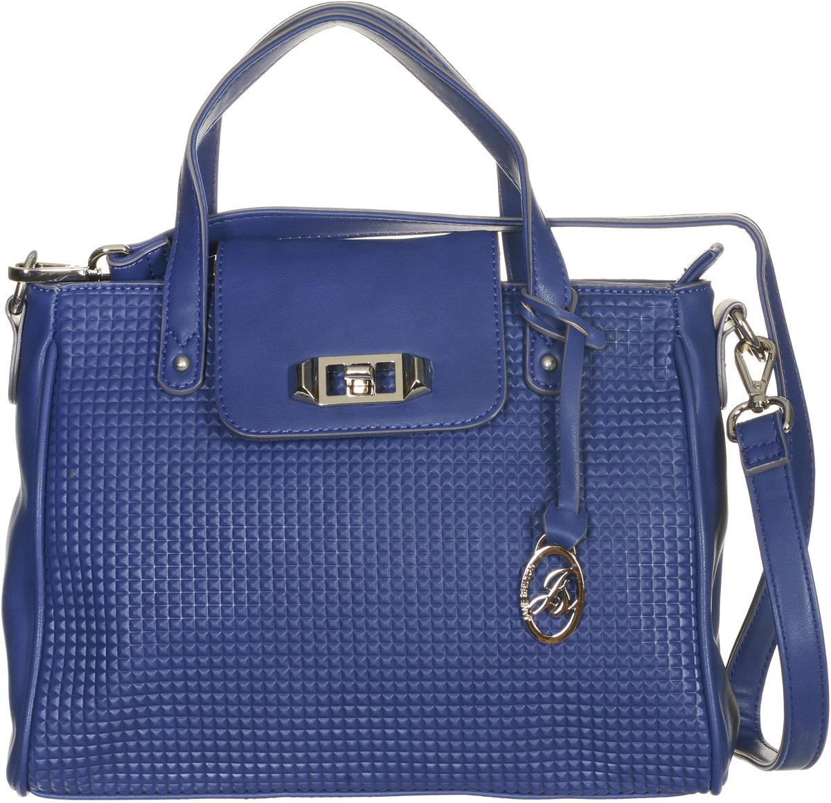 Сумка женская Jane Shilton, цвет: синий. 21362136navyСтильная сумка Jane Shilton не оставит вас равнодушной благодаря своему дизайну и практичности. Она изготовлена из качественной искусственной кожи и оформлена декоративным тиснением. На тыльной стороне расположен удобный вшитый карман на молнии. Сумка оснащена удобной ручкой, которая оформлена металлической фирменной подвеской. Также сумка дополнена съемным плечевым ремнем, который фиксируется с помощью замков-карабинов. Изделие закрывается клапаном на замок-вертушку. Внутри расположено главное отделение на молнии, которое содержит один открытый накладной карман для телефона и один вшитый карман на молнии для мелочей. Такая модная и практичная сумка завершит ваш образ и станет незаменимым аксессуаром в вашем гардеробе.
