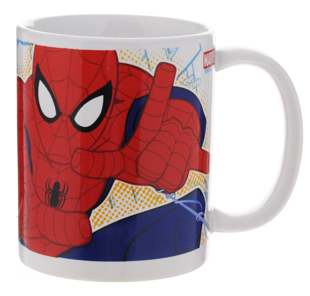 Disney Кружка детская Спайдермен 330 мл78307Детская кружка Disney Спайдермен с любимым героем станет отличным подарком для вашего ребенка. Она выполнена из керамики и оформлена изображением Человека-паука. Кружка дополнена удобной ручкой. Такой подарок станет не только приятным, но и практичным сувениром: кружка будет незаменимым атрибутом чаепития, а оригинальное оформление кружки добавит ярких эмоций и хорошего настроения. Можно использовать в СВЧ-печи и посудомоечной машине.