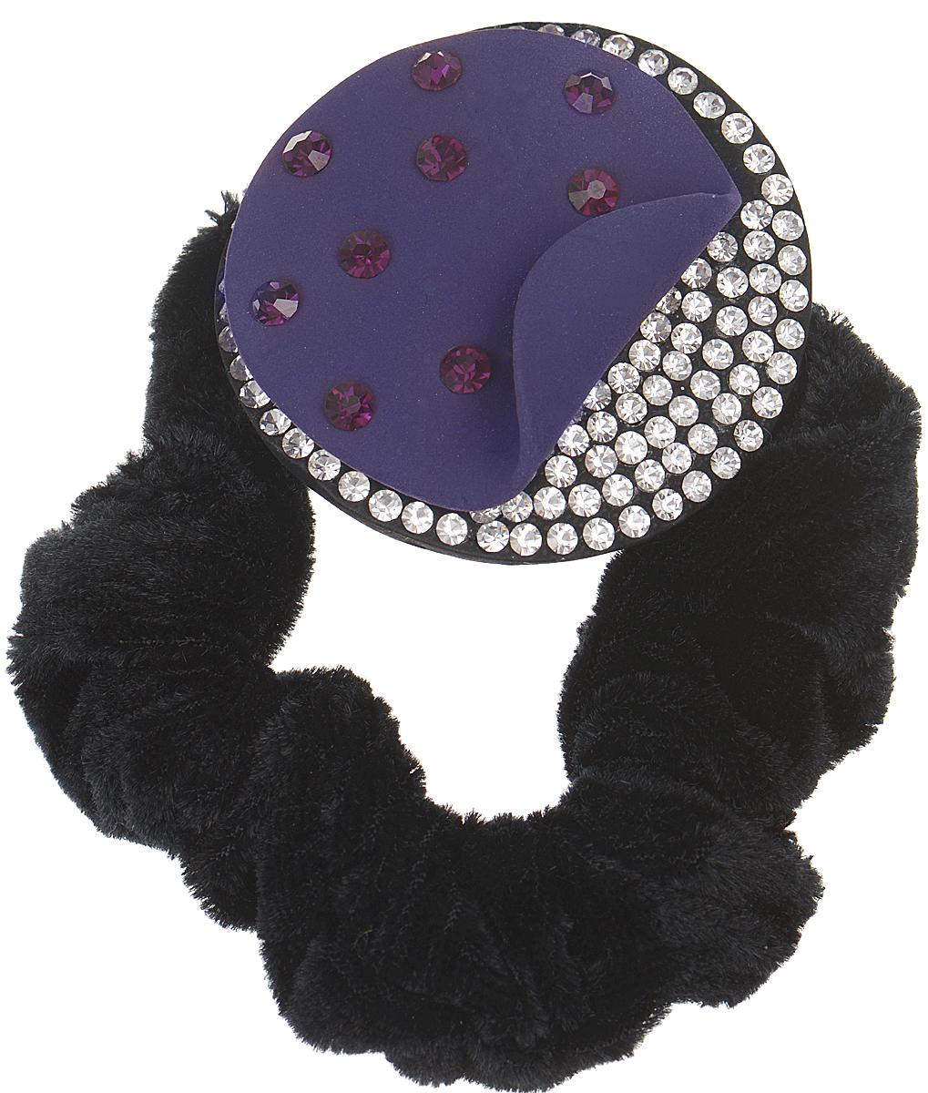 Резинка для волос Fashion House, цвет: черный, фиолетовый, серебряный. FH24213FH24213На бархотной резинке украшение в виде круга,усыпанного крупными и мелкими стразами