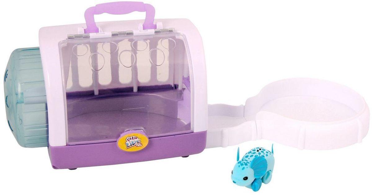 Little Live Pets Интерактивная игрушка Мышка в домике цвет голубой28147/ast28151(28146,28147)Интерактивная игрушка Little Live Pet Мышка в домике изготовлена из высокопрочного пластика, обтянутого флоком. Тело игрушки на ощупь напоминает настоящую шерстку мышонка. Мышка легко и быстро двигается по полу домика и в колесе благодаря колесикам. Ребенку будет очень интересно наблюдать за мышкой: если дверь в домике открыть, мышка выбегает из него на игровую площадку. А еще домик можно совместить с треками из других наборов Little Live Pet, тогда прогулка мышонка будет интереснее, забавнее и продолжительнее. Домик-переноска оснащен дополнительной площадкой, колесом и удобной ручкой. Крыша домика открывается. Мышка издает писк и фырканье, очень похожие на настоящие. Кнопка включения расположена на месте рта. Сенсор расположен на спине мышки. Достаточно провести по нему пальцем, чтобы мышка начала движение. Рекомендовано для детей от 5 лет. Для работы требуются 3 батарейки типа AG13 (LR44) (комплектуется демонстрационными).