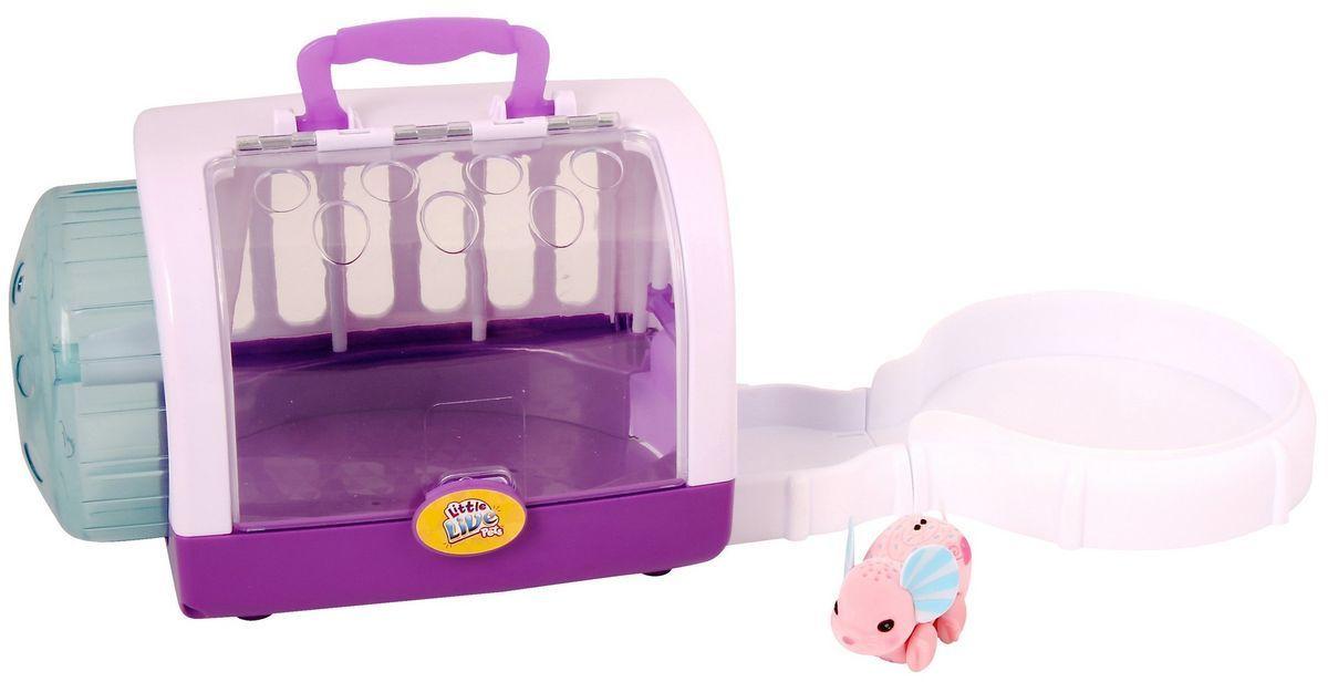 Moose Интерактивная игрушка Мышка цвет розовый28146/ast28151(28146,28147)Интерактивная игрушка Moose Мышка - это замечательный друг для того, кто всегда мечтал завести у себя дома маленькое животное. Мышонок изготовлен из высокопрочного пластика, обтянутого флоком. Тельце на ощупь напоминает настоящую шерстку мышонка. Вместо лапок у него колесики, благодаря им он легко и быстро двигается и по полу, и в колесе. На спине у мышонка сенсорный датчик. Нажав на него, он будет издавать писк и фырканье, которое очень напоминает настоящее. А чтобы мышонок начал бегать достаточно провести по сенсору пальцем. Кроме того, в комплекте имеется и развлекательный мини-трек, на который мышка с удовольствием выскакивает и начинает радостно передвигаться по нему с большой скоростью. Ваш ребенок будет в восторге от такого подарка! Для работы необходимы 3 батарейки напряжением AG13 (LR44) (входят в комплект).