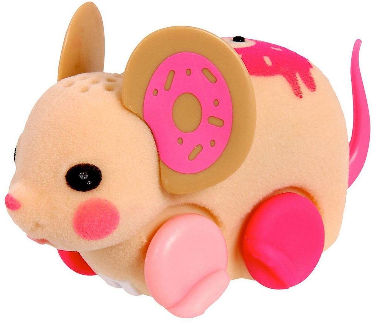 Little Live Pets Интерактивная игрушка Мышка цвет бежевый розовый28191/ast28135(28187,28188,28189,28190,28191,28192)Интерактивная игрушка Little Live Pet Мышка изготовлена из высокопрочного пластика, обтянутого флоком. Тело игрушки на ощупь напоминает настоящую шерстку мышонка. Вместо лапок у мышки - колесики. Благодаря колесам мышка легко и быстро передвигается, разворачивается по кругу. Если мышка засыпает, ее нужно погладить по спинке. Там у нее расположен сенсор. Кнопка включения расположена на месте рта. Мышка умеет издавать звуки, похожие на настоящий писк и фырканье. Игрушка развивает внимательность, фантазию и мелкую моторику. Рекомендовано для детей от 5 лет. Для работы требуются 3 батарейки типа AG13 (LR44) (комплектуется демонстрационными).