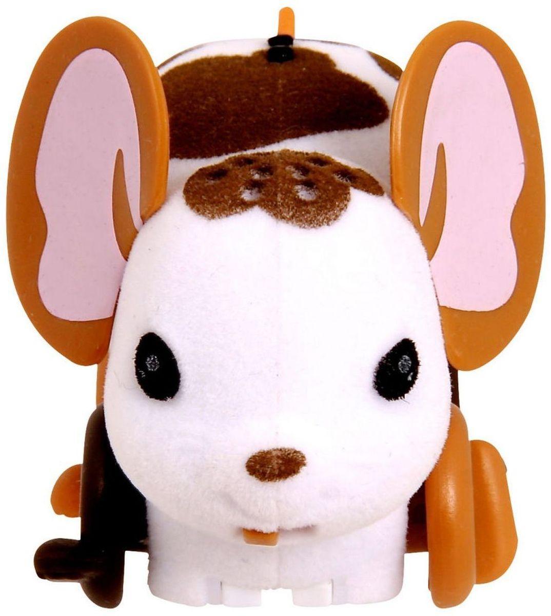 Little Live Pets Интерактивная игрушка Мышка цвет белый28192/ast28135(28187,28188,28189,28190,28191,28192)Интерактивная игрушка Little Live Pet Мышка изготовлена из высокопрочного пластика, обтянутого флоком. Тело игрушки на ощупь напоминает настоящую шерстку мышонка. Вместо лапок у мышки - колесики. Благодаря колесам мышка легко и быстро передвигается, разворачивается по кругу. Если мышка засыпает, ее нужно погладить по спинке. Там у нее расположен сенсор. Кнопка включения расположена на месте рта. Мышка умеет издавать звуки, похожие на настоящий писк и фырканье. Игрушка развивает внимательность, фантазию и мелкую моторику. Рекомендовано для детей от 5 лет. Для работы требуются 3 батарейки типа AG13 (LR44) (комплектуется демонстрационными).