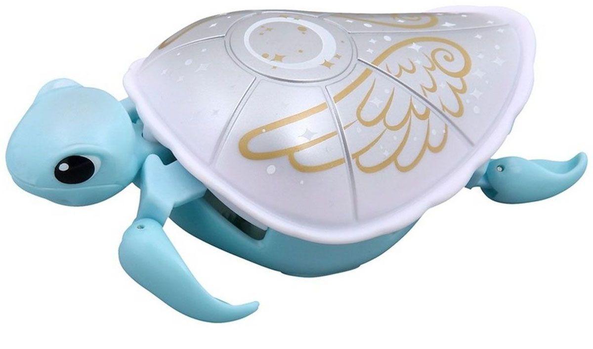 Moose Интерактивная игрушка Черепашка цвет голубой белый28252/ast28181(28252,28253,28254,28255)Интерактивная игрушка Moose Черепашка без сомнения заинтригует детей, которые очень любят животных. Игрушка выполнена из прочных материалов и обладает интересным окрасом. От своих живых собратьев черепашка отличается нежной расцветкой. Голова и ласты выкрашены в голубой цвет, а ее белый панцирь украшен золотистым рисунком. На брюшке черепахи находится кнопка для включения - выключения игрушки. Питомец отлично ползает по суше, а так же плавает в воде. При движении черепашка передвигает ластами и шевелит головой словно настоящая. Купание с таким питомцем обязательно вызовет у ребенка неподдельный восторг, даже нелюбимое занятие как мытье головы пройдет незамеченным. Для работы понадобится батарейка типа ААА (в комплект не входит).