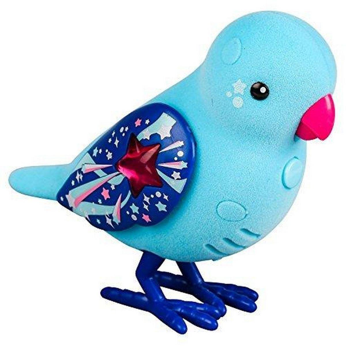 Little Live Pets Интерактивная игрушка Птичка цвет голубой красный28239/ast28232(28234,28235,28236,28237,28238,28239)Интерактивная птичка Little Live Pets порадует вас ярким видом и звонким пением. На брюшке птички находится переключатель включения-выключения. На спинке - сенсорный датчик. Если птичку погладить по голове, она споет для вас. В ее репертуаре 30 мелодий. В одиночестве она щебечет и тихо поет, чтобы на нее обратили внимание. Через полчаса в одиночестве птичка засыпает, чтобы разбудить ее, нужно нажать на кнопку на ее груди. Если эту кнопку удерживать, птичка повторит за вами произнесенную фразу. У птички двигаются лапки, и она взмахивает своими крылышками. Это замечательный подарок для тех, кто по каким-то причинам не может завезти в доме настоящую птичку. Игрушка изготовлена из высококачественного пластика, обтянутого приятным на ощупь флоком. Ребенок с радостью будет брать с собой на прогулку своего питомца, ведь он помещается в маленькой ладони малыша. Для работы требуются 2 батарейки типа AАА (не входят в комплект).