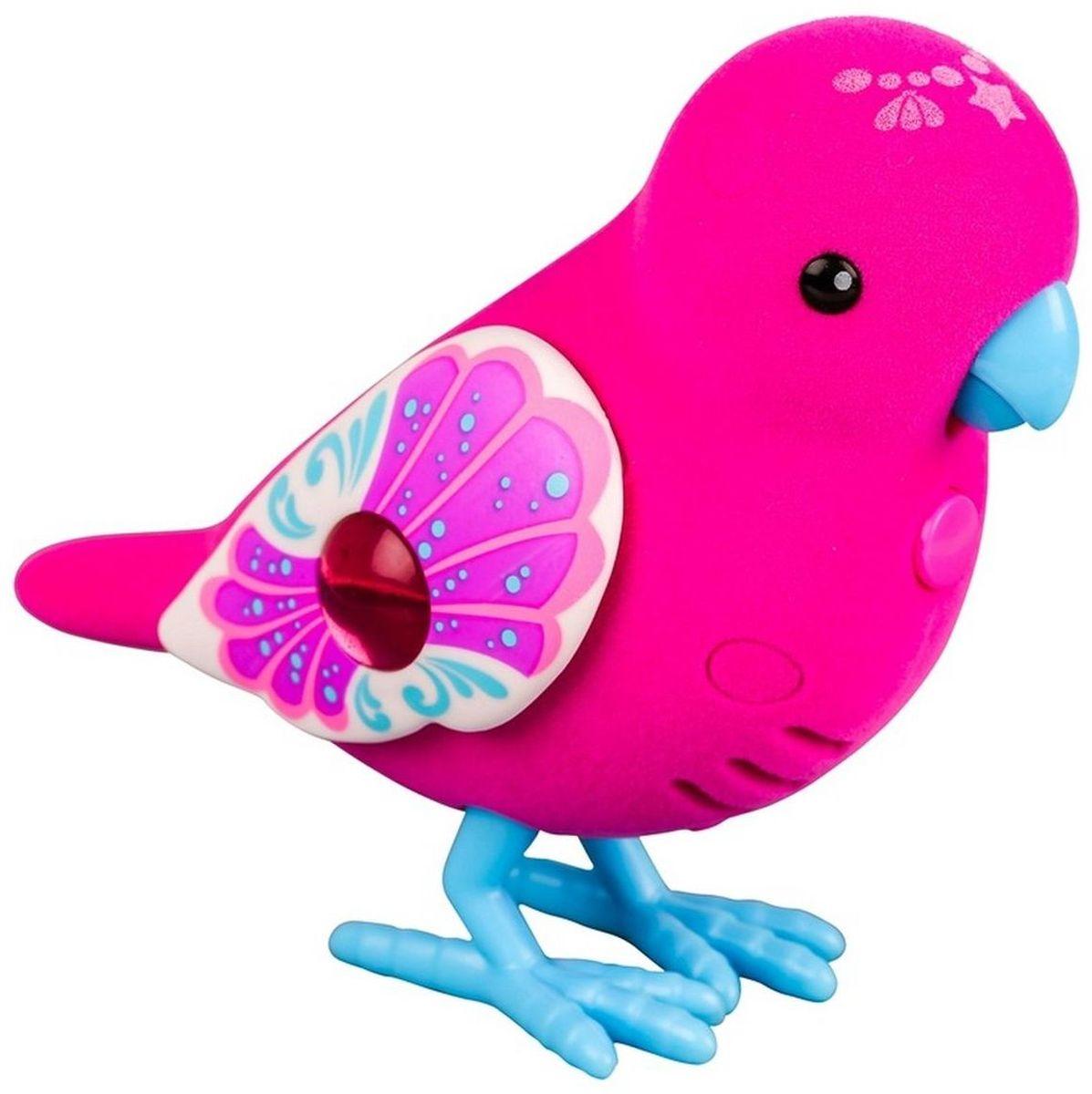 Little Live Pets Интерактивная игрушка Птичка цвет красный голубой28238/ast28232(28234,28235,28236,28237,28238,28239)Интерактивная птичка Little Live Pets порадует вас ярким видом и звонким пением. На брюшке птички находится переключатель включения-выключения. На спинке - сенсорный датчик. Если птичку погладить по голове, она споет для вас. В ее репертуаре 30 мелодий. В одиночестве она щебечет и тихо поет, чтобы на нее обратили внимание. Через полчаса в одиночестве птичка засыпает, чтобы разбудить ее, нужно нажать на кнопку на ее груди. Если эту кнопку удерживать, птичка повторит за вами произнесенную фразу. У птички двигаются лапки, и она взмахивает своими крылышками. Это замечательный подарок для тех, кто по каким-то причинам не может завезти в доме настоящую птичку. Игрушка изготовлена из высококачественного пластика, обтянутого приятным на ощупь флоком. Ребенок с радостью будет брать с собой на прогулку своего питомца, ведь он помещается в маленькой ладони малыша. Для работы требуются 2 батарейки типа AАА (не входят в комплект).