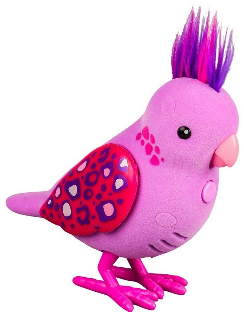 Little Live Pets Интерактивная игрушка Птичка цвет розовый28236/ast28232(28234,28235,28236,28237,28238,28239)Интерактивная птичка Little Live Pets порадует вас ярким видом и звонким пением. На брюшке птички находится переключатель включения-выключения. На спинке - сенсорный датчик. Если птичку погладить по голове, она споет для вас. В ее репертуаре 30 мелодий. В одиночестве она щебечет и тихо поет, чтобы на нее обратили внимание. Через полчаса в одиночестве птичка засыпает, чтобы разбудить ее, нужно нажать на кнопку на ее груди. Если эту кнопку удерживать, птичка повторит за вами произнесенную фразу. У птички двигаются лапки, и она взмахивает своими крылышками. Это замечательный подарок для тех, кто по каким-то причинам не может завезти в доме настоящую птичку. Игрушка изготовлена из высококачественного пластика, обтянутого приятным на ощупь флоком. Ребенок с радостью будет брать с собой на прогулку своего питомца, ведь он помещается в маленькой ладони малыша. Для работы требуются 2 батарейки типа AАА (не входят в комплект).