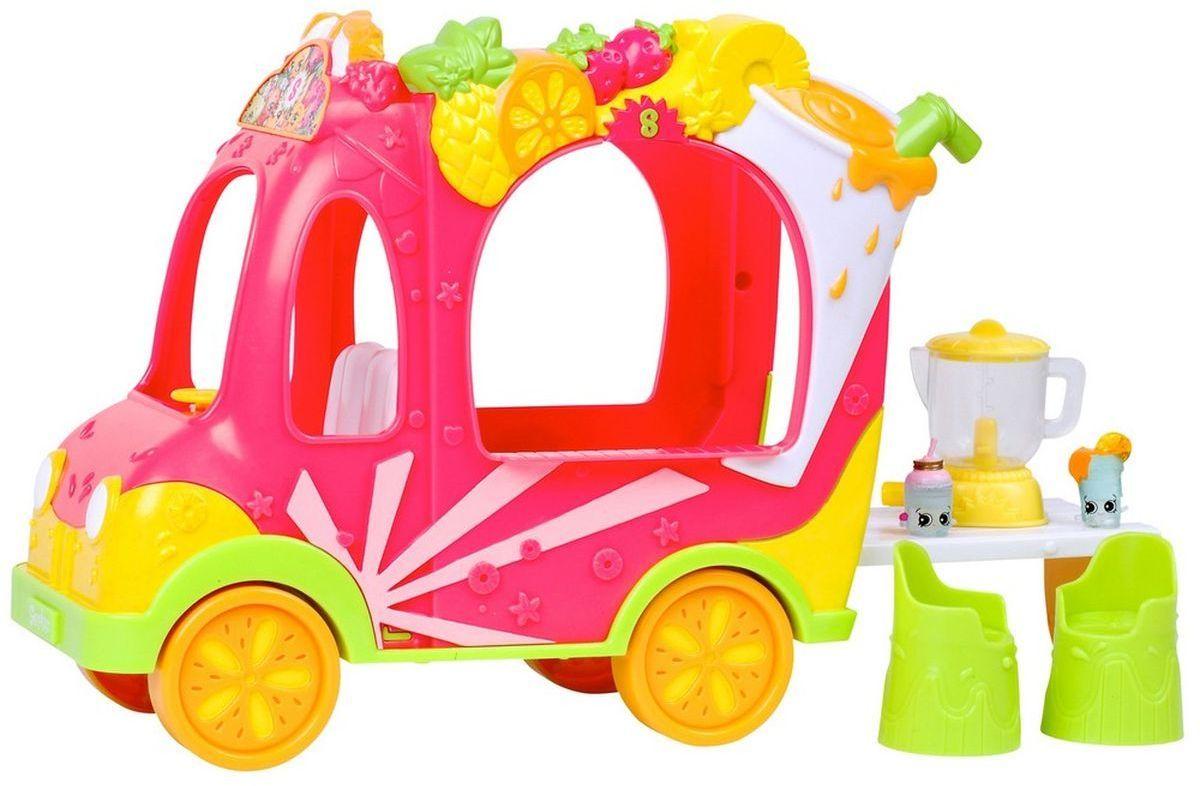 Shopkins Игровой набор Смузи грузовичок и Тропическая Лили56332Игровой набор Смузи грузовичок и Тропическая Лили – идеальный подарок для всех поклонниц вселенной Шопкинс. Ведь в него включены сразу четыре эксклюзивные фигурки из пятого сезона, кукла Shoppies Тропическая Лили с транспортом. В красочный грузовичок поместятся не только кукла, но и коллекция фигурок.@# Также в наборе ребенок найдет вип-карточку и расческу для куклы.@# Всего в обновленной линейке фигурок Шопкинс теперь представлено около 140 персонажей. Попробуете собрать их всех?@# Игровой набор с рекомендован для детей в возрасте от 5 лет.