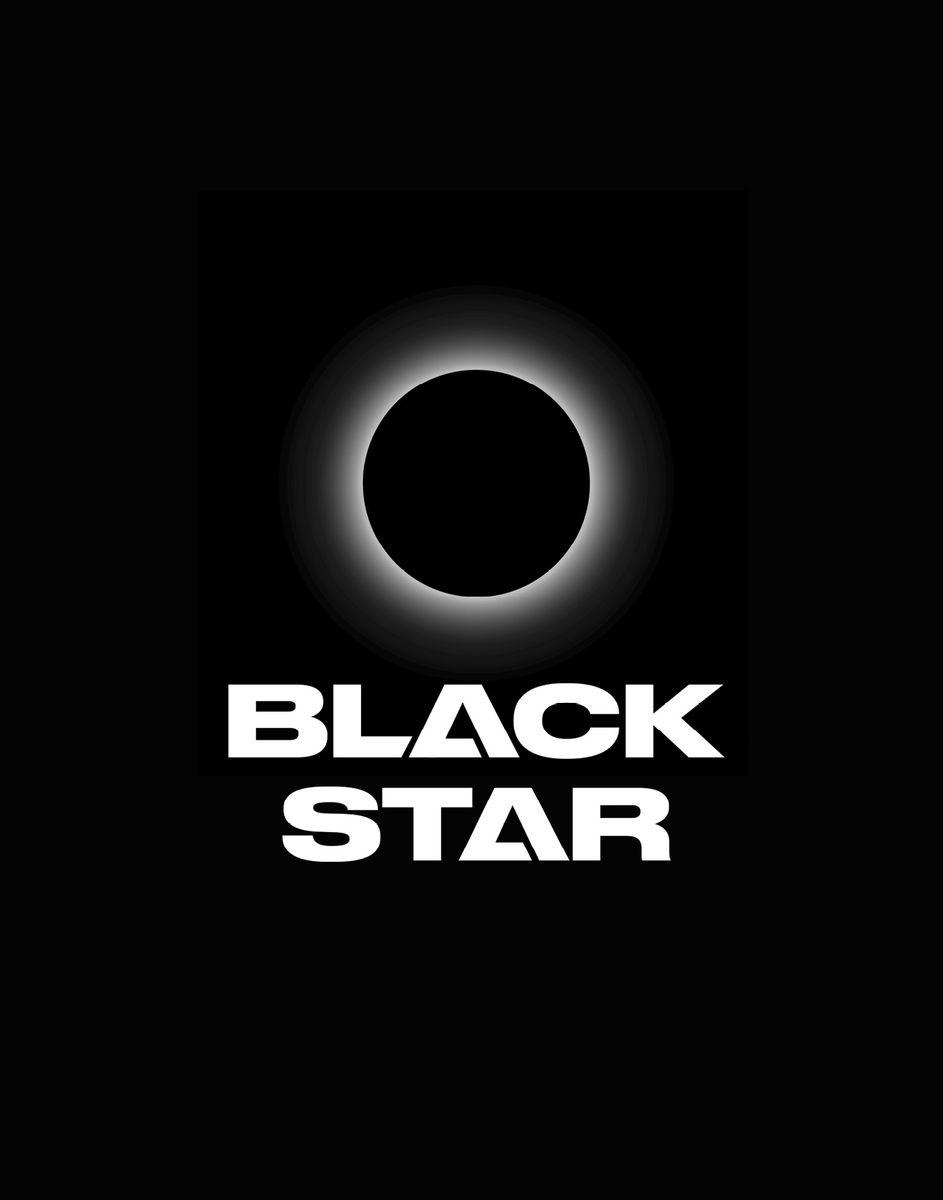 Black Star Тетрадь 48 листов в клетку978-5-699-91269-8Тетрадь Black Star - одна из 4-х черных тетрадок официальной коллекции с эксклюзивным дизайном. Дерзкий и одновременно лаконичный дизайн для тех, кто в вопросах стиля не идет на компромисс. Обложка, выполненная из картона, позволит сохранить тетрадь в аккуратном состоянии на протяжении всего времени использования. Внутренний блок тетради, соединенный двумя металлическими скрепками, состоит из 48 листов белой бумаги. Стандартная линовка в клетку дополнена полями.