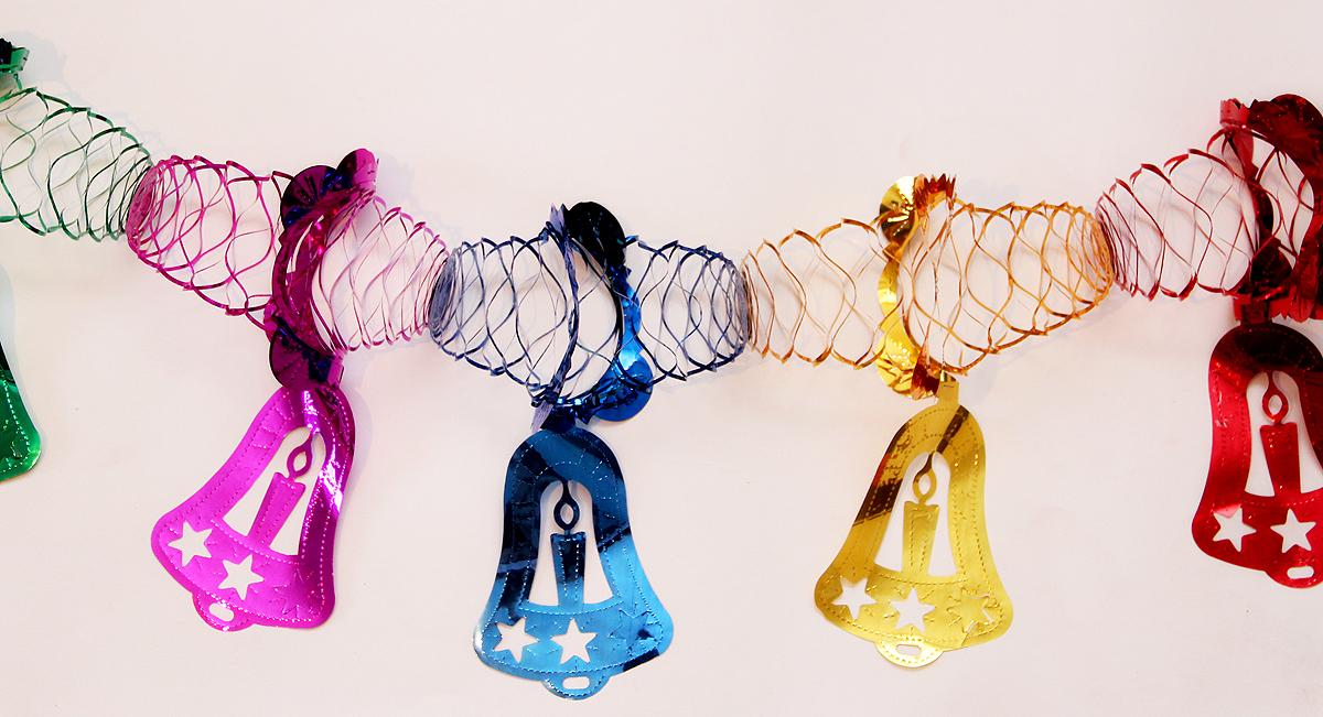 Гирлянда новогодняя Magic Time Колокольчик ажурный цветной, длина 2,5 м34383Новогодняя гирлянда Magic Time Колокольчик ажурный цветной прекрасно подойдет для декора дома и праздничной елки. Украшение выполнено из ПЭТ. Легко складывается и раскладывается. Новогодние украшения несут в себе волшебство и красоту праздника. Они помогут вам украсить дом к предстоящим праздникам и оживить интерьер по вашему вкусу. Создайте в доме атмосферу тепла, веселья и радости, украшая его всей семьей. Размер: 12,5 х 27 см. Длина: 2,5 м.