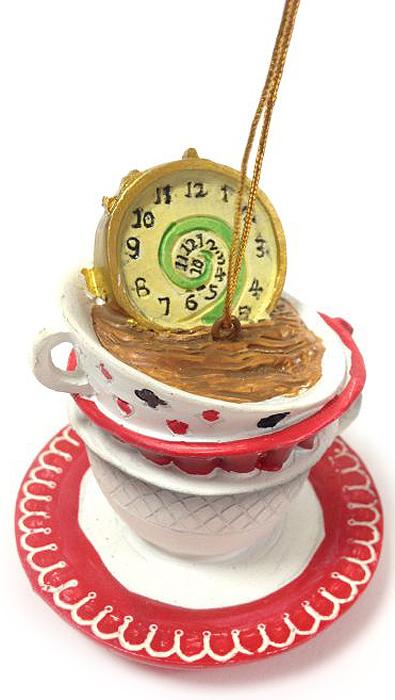 Украшение новогоднее подвесное Magic Time Часы в чашке, 6,8 х 6,8 х 7 см38259Новогоднее подвесное украшение Magic Time Часы в чашке выполнено из полирезины в виде часов в чашке. С помощью специальной петельки украшение можно повесить в любом понравившемся вам месте. Но, конечно, удачнее всего оно будет смотреться на праздничной елке. Елочная игрушка - символ Нового года. Она несет в себе волшебство и красоту праздника. Создайте в своем доме атмосферу веселья и радости, украшая новогоднюю елку нарядными игрушками, которые будут из года в год накапливать теплоту воспоминаний.