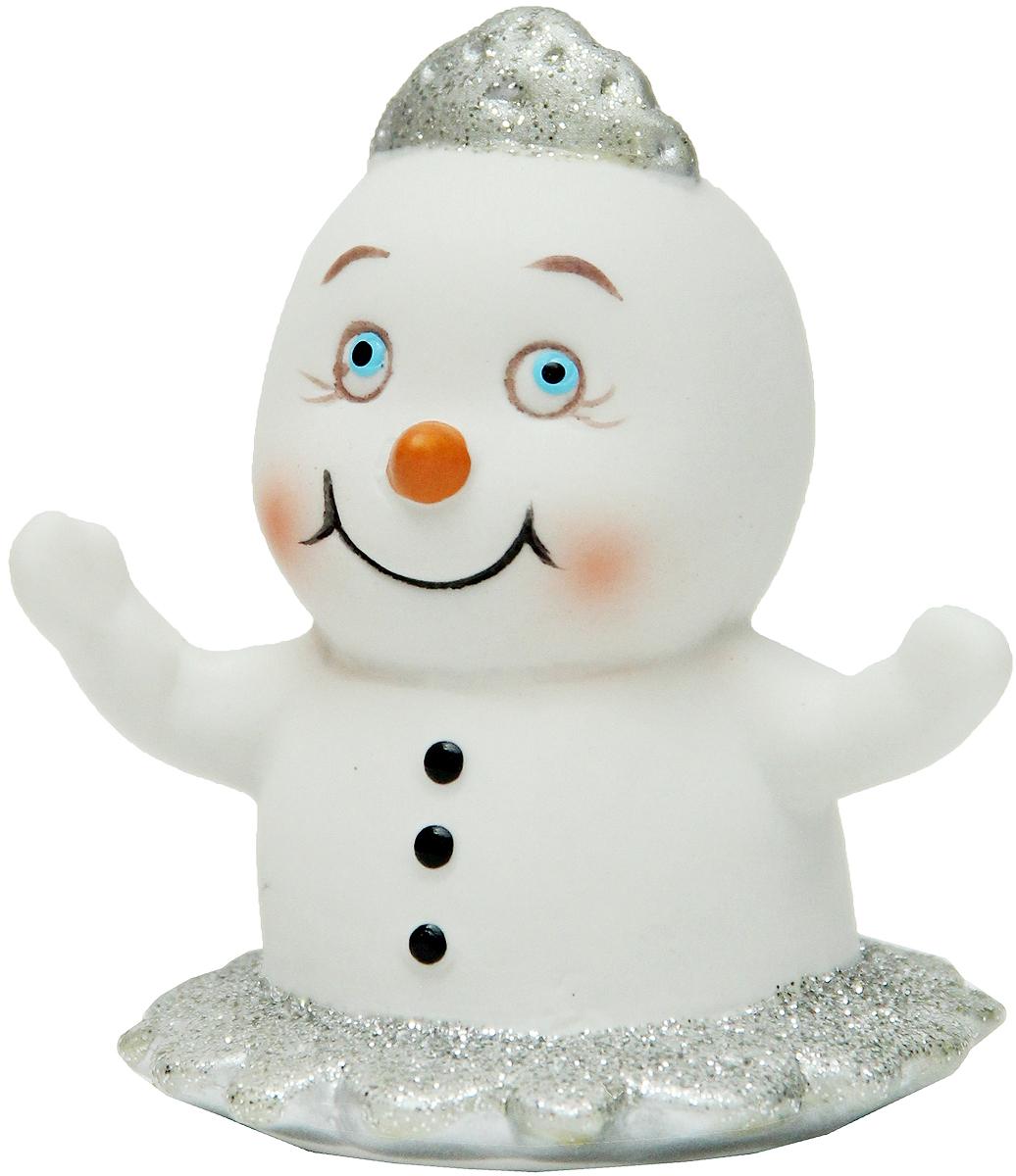Фигурка новогодняя Magic Time Снеговик-принцесса, высота 8 см38334Новогодняя декоративная фигурка Magic Time Снеговик-принцесса прекрасно подойдет для праздничного декора вашего дома. Сувенир изготовлен из керамики в виде милой принцессы-снеговика. Такая оригинальная фигурка красиво оформит интерьер вашего дома или офиса в преддверии Нового года. Создайте в своем доме атмосферу веселья и радости, украшая его всей семьей красивыми игрушками, которые будут из года в год накапливать теплоту воспоминаний.