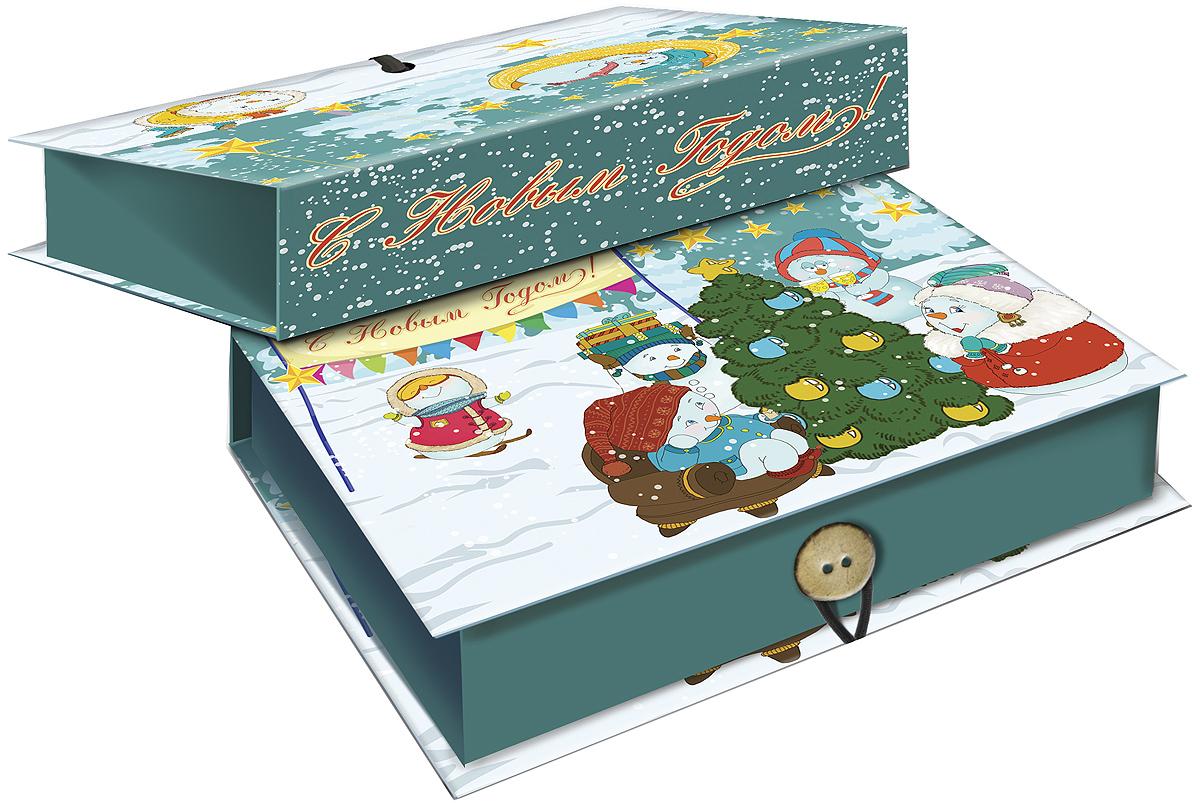 Коробка подарочная Magic Time Снеговики с елочкой, 20 х 14 х 6. 3925239252Подарочная коробка Magic Time Снеговики с елочкой, выполненная из мелованного, ламинированного картона, закрывается на пуговицу. Крышка оформлена декоративным рисунком. Подарочная коробка - это наилучшее решение, если вы хотите порадовать ваших близких и создать праздничное настроение, ведь подарок, преподнесенный в оригинальной упаковке, всегда будет самым эффектным и запоминающимся. Окружите близких людей вниманием и заботой, вручив презент в нарядном, праздничном оформлении. Плотность картона: 1100 г/м2.