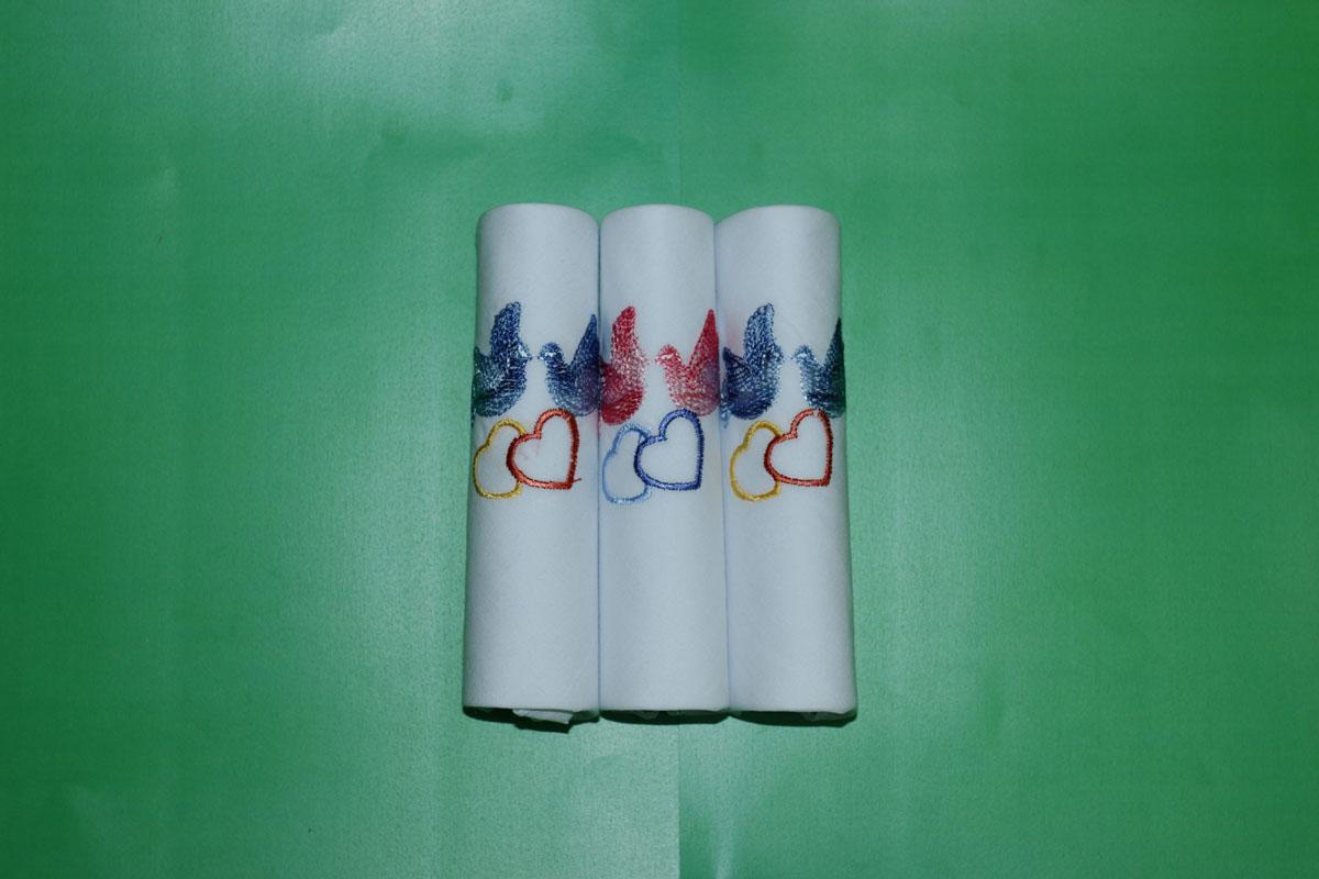 90328-1 Zlata Korunka Носовой платок женский, цвет: мультиколор, 28х28 см, 3 шт90328-1Платки носовые женские в упаковке по 3 шт. Носовые платки изготовлены из 100% хлопка, так как этот материал приятен в использовании, хорошо стирается, не садится, отлично впитывает влагу.