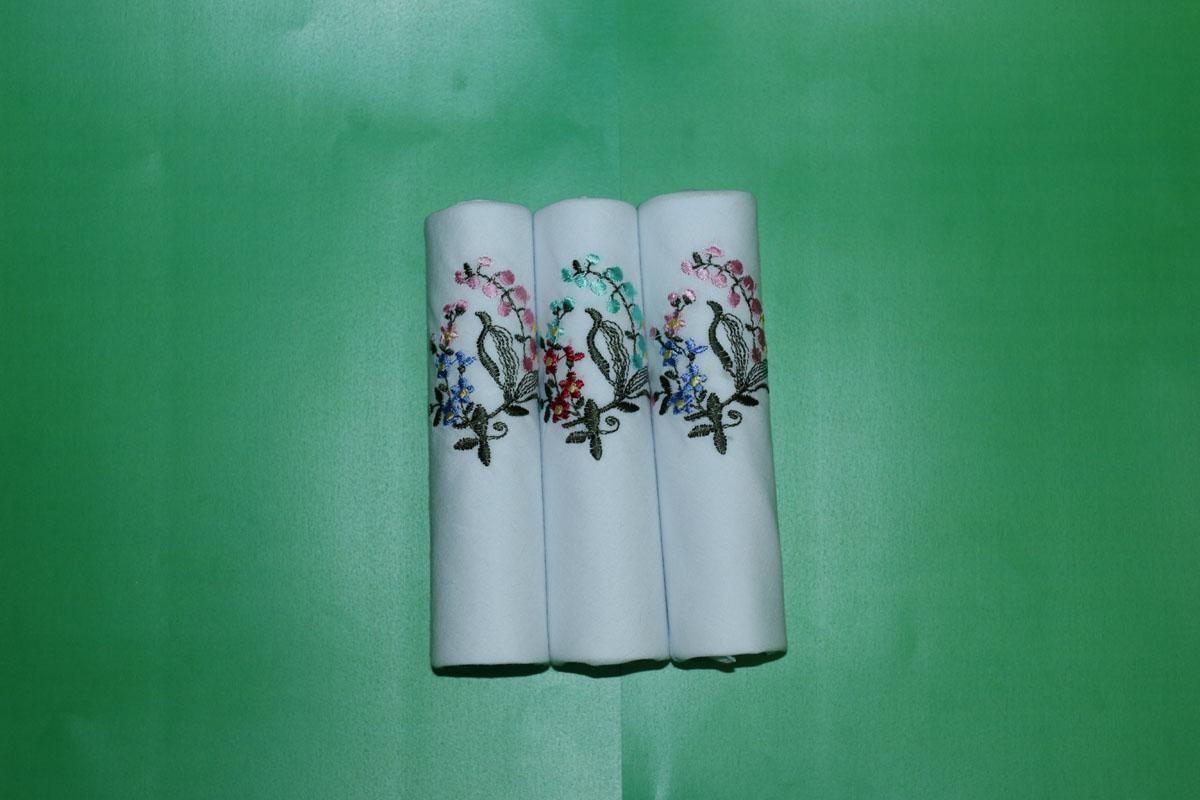 90328-6 Zlata Korunka Носовой платок женский, цвет: мультиколор, 28х28 см, 3 шт90328-6Платки носовые женские в упаковке по 3 шт. Носовые платки изготовлены из 100% хлопка, так как этот материал приятен в использовании, хорошо стирается, не садится, отлично впитывает влагу.