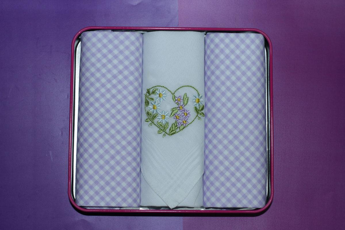 90330-1 Zlata Korunka Носовой платок женский, цвет: мультиколор, 28х28 см, 3 шт90330-1Платки носовые женские в упаковке по 3 шт. Носовые платки изготовлены из 100% хлопка, так как этот материал приятен в использовании, хорошо стирается, не садится, отлично впитывает влагу.