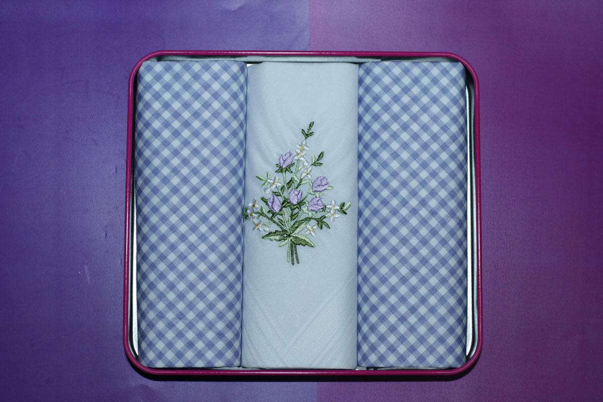 90330-3 Zlata Korunka Носовой платок женский, цвет: мультиколор, 28х28 см, 3 шт90330-3Платки носовые женские в упаковке по 3 шт. Носовые платки изготовлены из 100% хлопка, так как этот материал приятен в использовании, хорошо стирается, не садится, отлично впитывает влагу.
