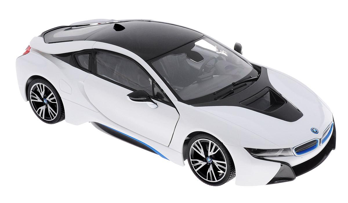 Rastar Радиоуправляемая модель BMW i8 цвет белый черный масштаб 1:14 7101071010Радиоуправляемая модель Rastar BMW i8 станет отличным подарком любому мальчику! Все дети хотят иметь в наборе своих игрушек ослепительные, невероятные и крутые автомобили на радиоуправлении. Тем более, если это автомобиль известной марки с проработкой всех деталей, удивляющий приятным качеством и видом. Одной из таких моделей является автомобиль на радиоуправлении Rastar BMW i8. Это точная копия настоящего авто в масштабе 1:14. Авто обладает неповторимым провокационным стилем и спортивным характером. Потрясающая маневренность, динамика и покладистость - отличительные качества этой модели. Машина может осуществлять движение вперед, назад, вправо и влево, при движении назад у нее загораются стоп-сигналы, при движении вперед - фары. Колеса игрушки прорезинены и обеспечивают плавный ход, машинка не портит напольное покрытие. Пульт управления работает на частоте 27 MHz. Радиоуправляемые игрушки способствуют развитию координации движений, моторики и ловкости, а также...