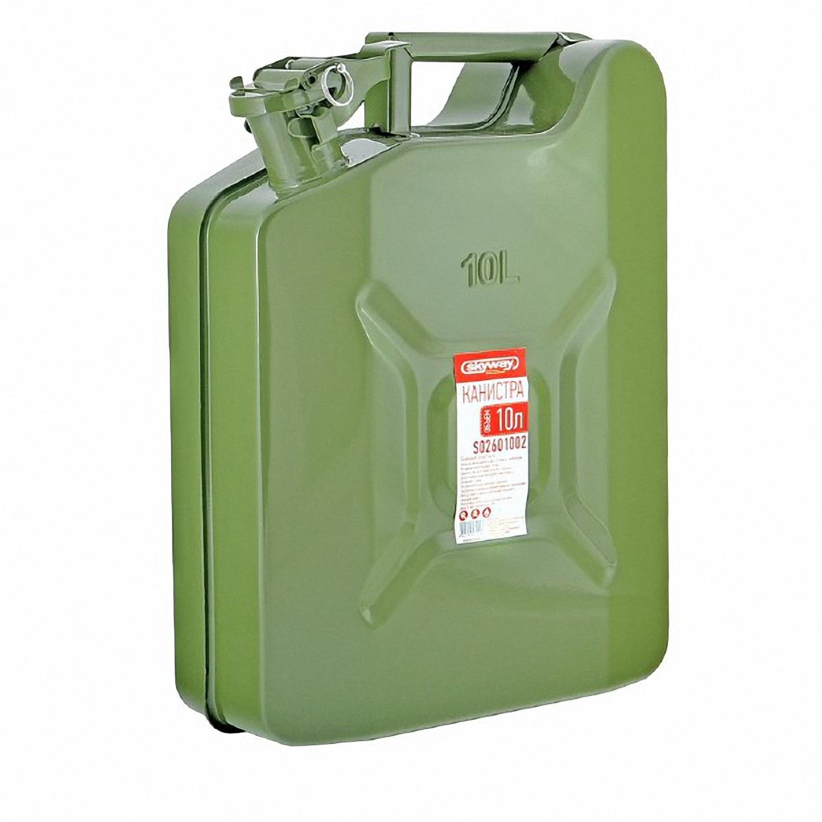 Канистра Skyway, 10 л. S02601002S02601002Металлическая канистра предназначена для хранения жидкостей, в том числе топлива и топливных смесей. Изготовлена из стали холодного проката, что обеспечивает повышенную прочность. Внешняя поверхность оцинкована и окрашена. Внутреннее фосфатированное антикоррозийное покрытие препятствует образованию ржавчины. Ребра жесткости на боковых поверхностях канистры придают ей прочность при механических воздействиях. Устойчивая конструкция канистры предотвращает ее перемещение в багажнике при интенсивном движении, снижая уровень нежелательного шума. Механический механизм горловины предохраняет содержимое от протекания, а особые материалы резиновой прокладки придают ей высокую долговечность и устойчивость к механическим повреждениям в процессе эксплуатации. Конструкция рычажного механизма крышки предотвращает появления люфта при активной эксплуатации. Специализированная форма носика исключает проливание жидкости.