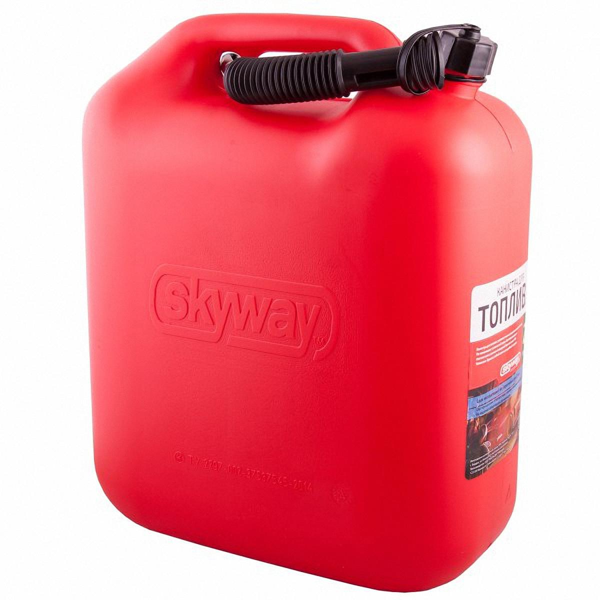 Канистра Skyway, 20 лS02602003Канистра предназначена для хранения жидкостей, в том числе топлива и топливных смесей. Изготовлена из HDPE (High-density polyethylene - сверхвысокомолекулярный полиэтилен высокой плотности), обладает высокой прочностью и ударной вязкостью в большом диапазоне температур (от - 200 С°до + 100 С°), низким коэффициентом трения, химо- и износостойкостью. Устойчивая конструкция канистры предотвращает ее перемещение в багажнике при интенсивном движении, снижая уровень нежелательного шума. В комплект входит трубка-лейка, что позволяет наполнить любую неудобно расположенную емкость.