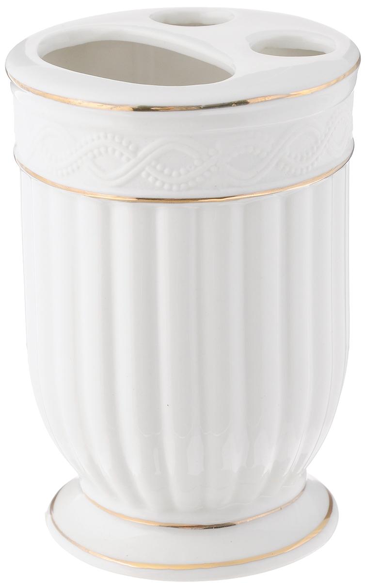 Стакан для зубных щеток Vanstore Allure, 7,5 х 7,5 х 11 см382-02Стакан для зубных щеток Vanstore Allure изготовлен из прочной качественной керамики, покрытой глянцевой глазурью. Изделие декорировано рельефом и золотыми полосами. Оснащено тремя отверстиями для зубных щеток. Такой стакан красиво дополнит интерьер ванной комнаты и создаст особую атмосферу уюта и комфорта.