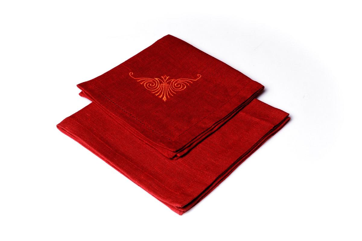 Салфетка с вышивкой и ажуром