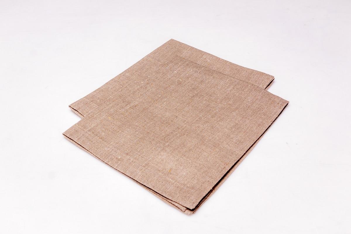 Салфетка сервировочная Гаврилов-Ямский Лен, 40x50 см. 10со296710со2967Классическая сервировочная салфетка из натурального льна. Лён - поистине, уникальный природный материал, экологичнее которого сложно придумать. История льна восходит к Древнему Египту: в те времена одежда из льна считалась достойной фараонов! На Руси лён возделывали с незапамятных времен - изделия из льняной ткани считались показателем достатка, а льняная одежда служила символом невинности и нравственной частоты. Изделия из льна обладают уникальными потребительскими свойствами: льняное постельное белье даст вам ощущение прохлады в жаркую ночь и согреет в холода, скатерти из натурального льна придадут вашему дому уют и тепло натурального материала, а льняные полотенца порадуют вас невероятно долгим сроком службы на вашей кухне!
